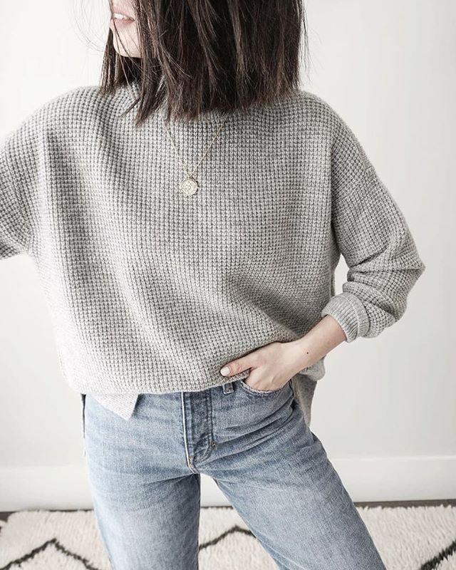 Cooler weather ahead 🍁 . . . . . . . . . . #neutrals #minimal #tones #styleinspo #casualsunday #grey  #monochrome #simplicity #womenswear #stylelover #casuals #winterwear