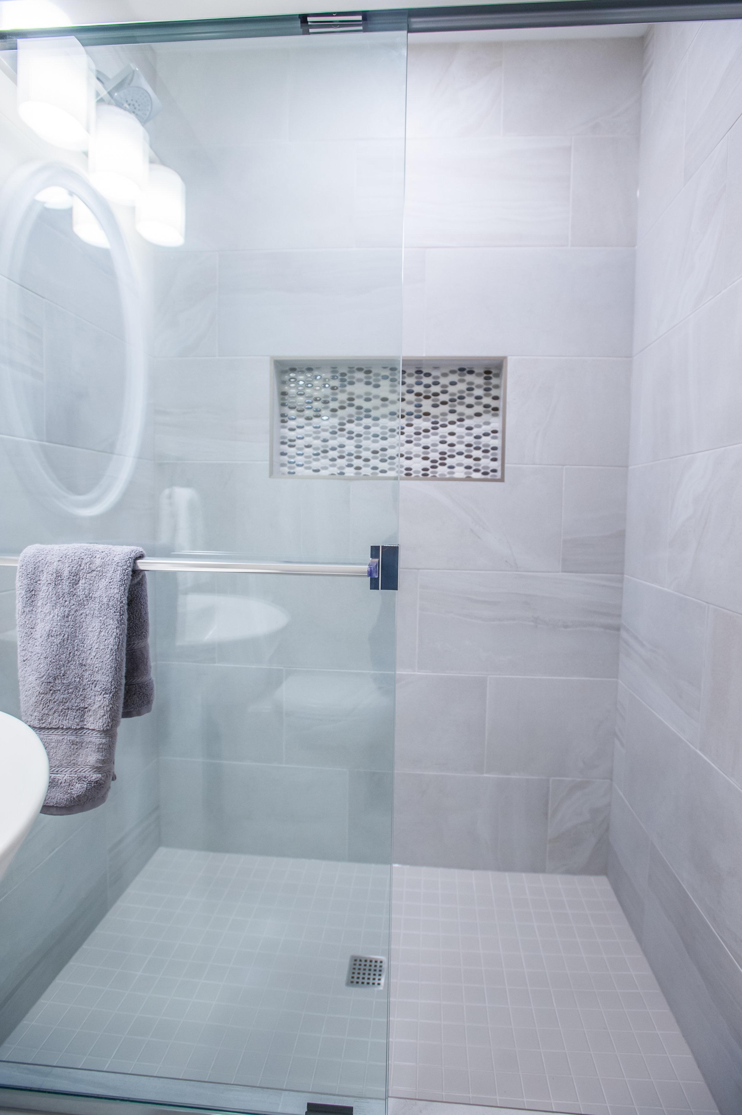 mosaic tiles_bathroom_white