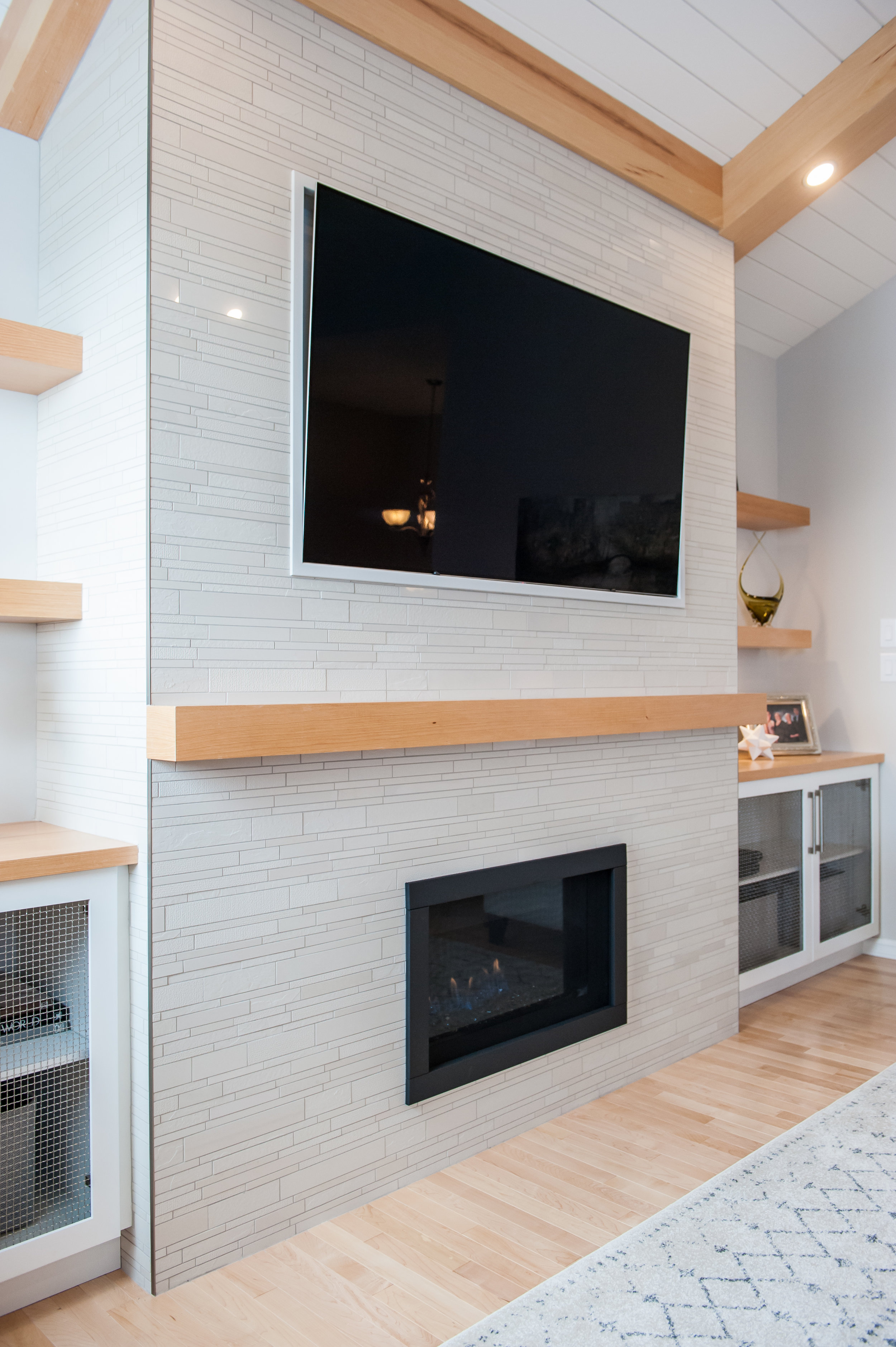 transitional_fireplace_tile_beams