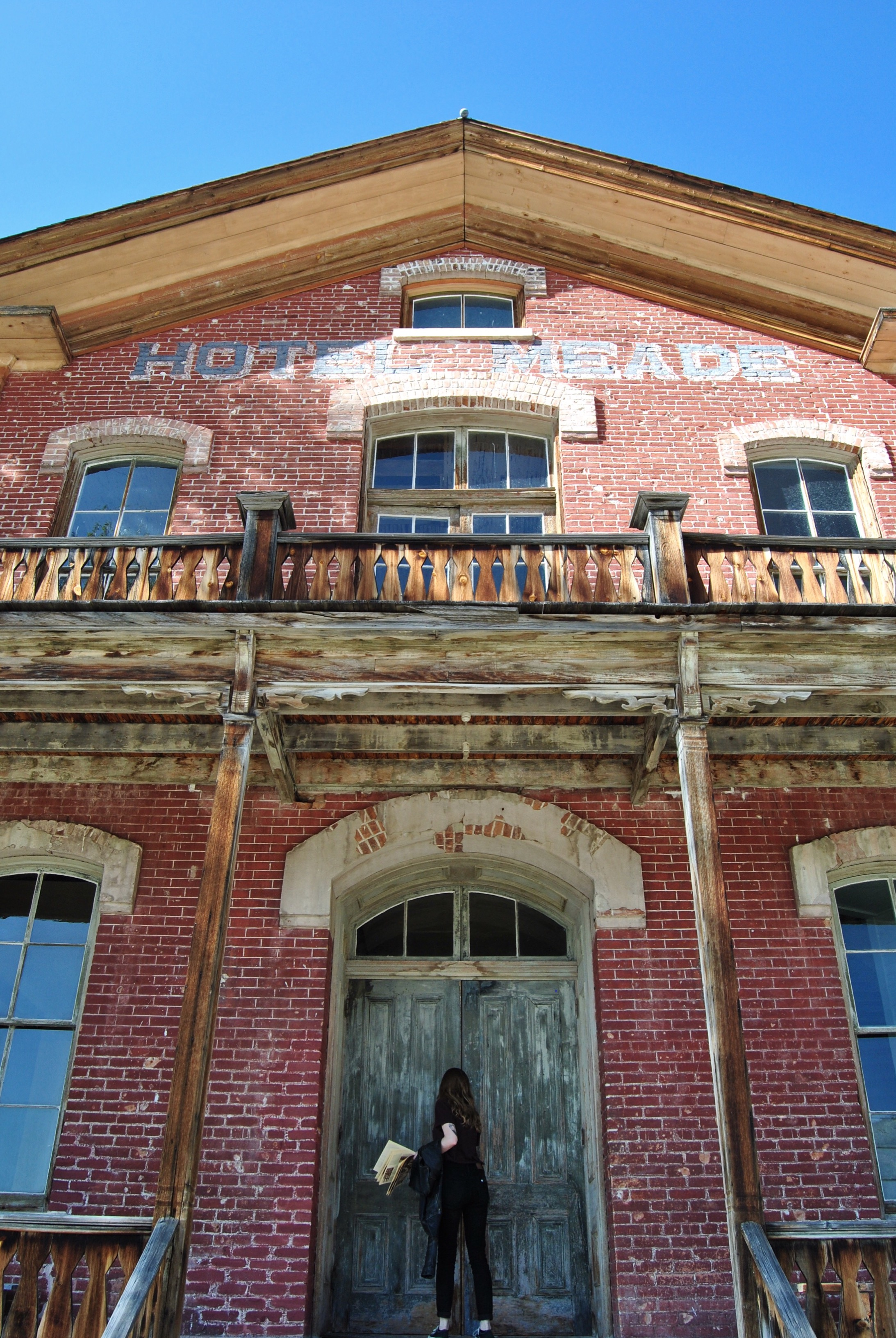 The old - and apparently haunted - hotel, and a fearless adventurer.