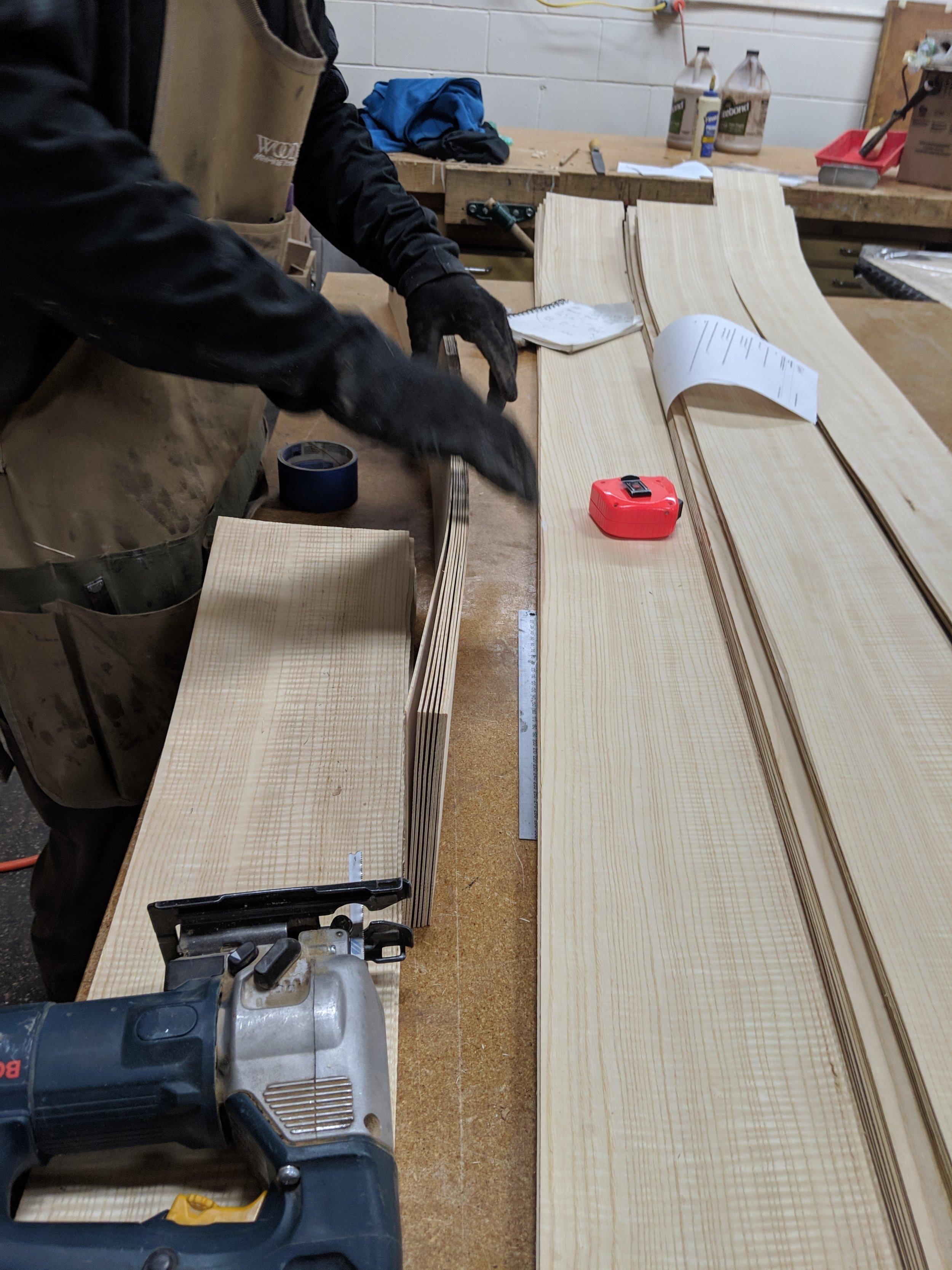Taping the veneer into bundles