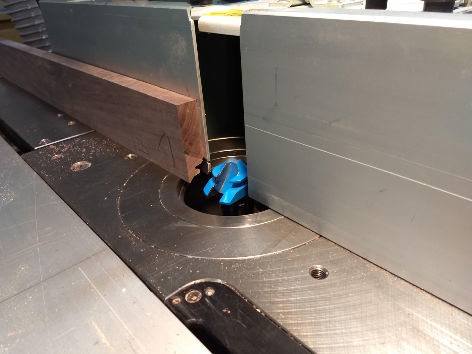 Locking mitre cutting bit