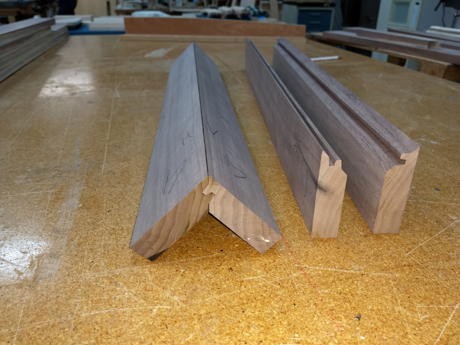 Leg pieces with mitres