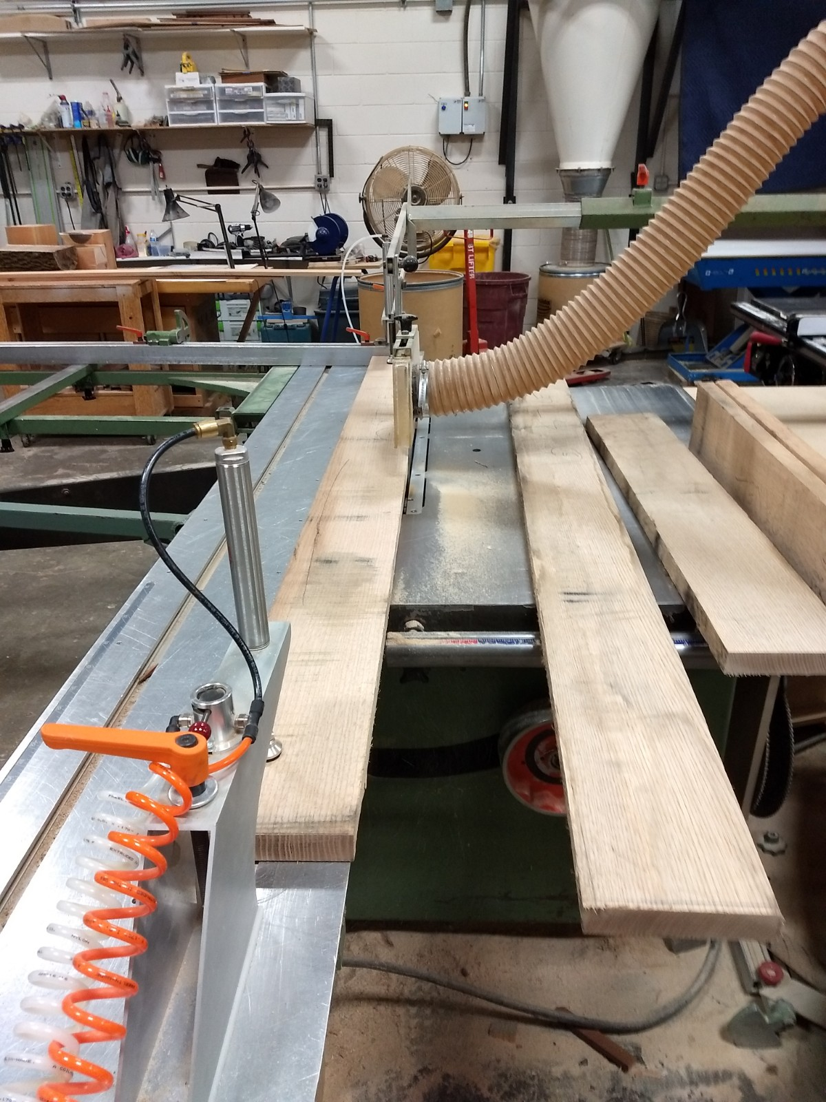 Staight edging on sliding table saw
