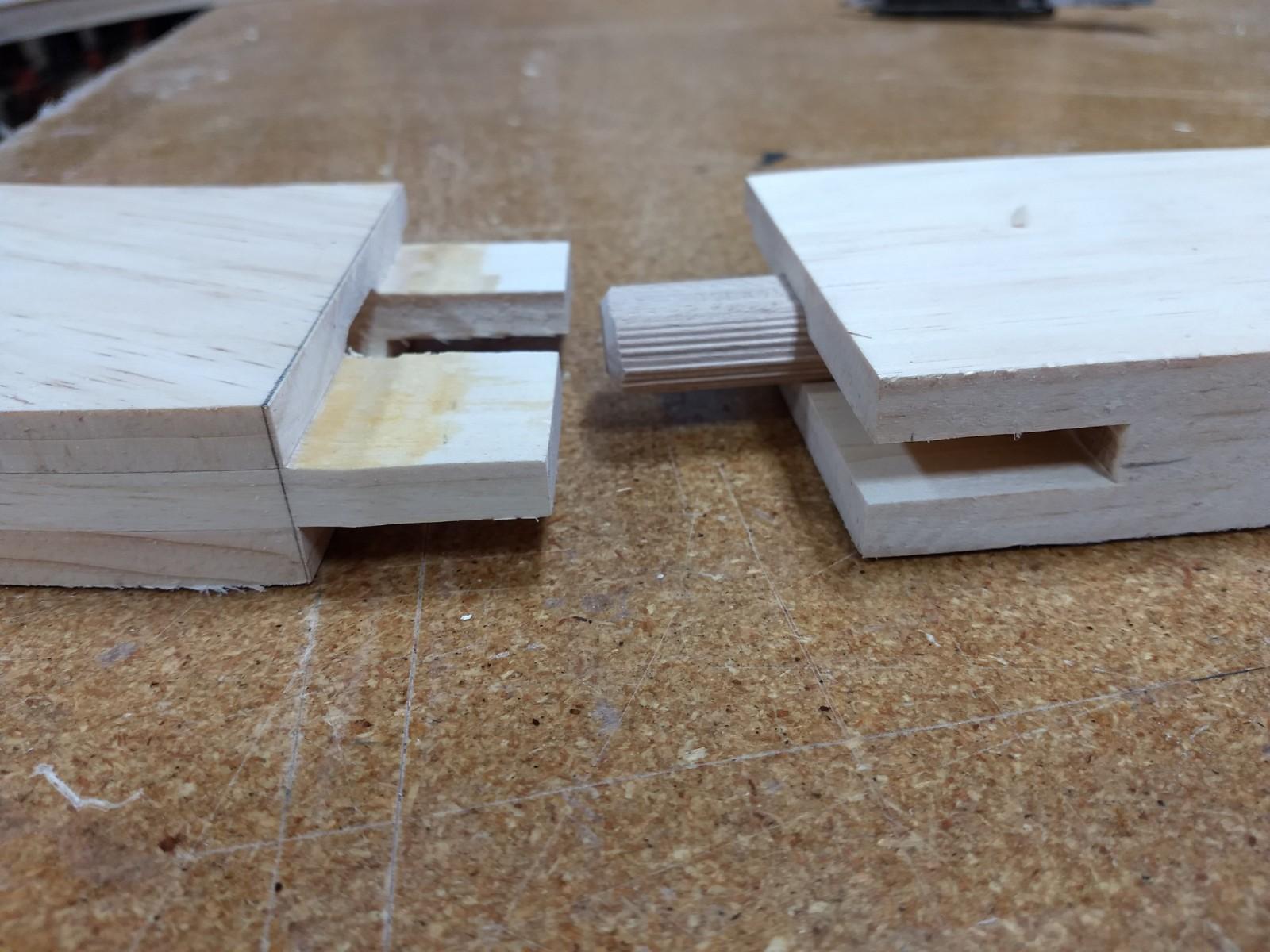 Domino joint in spline