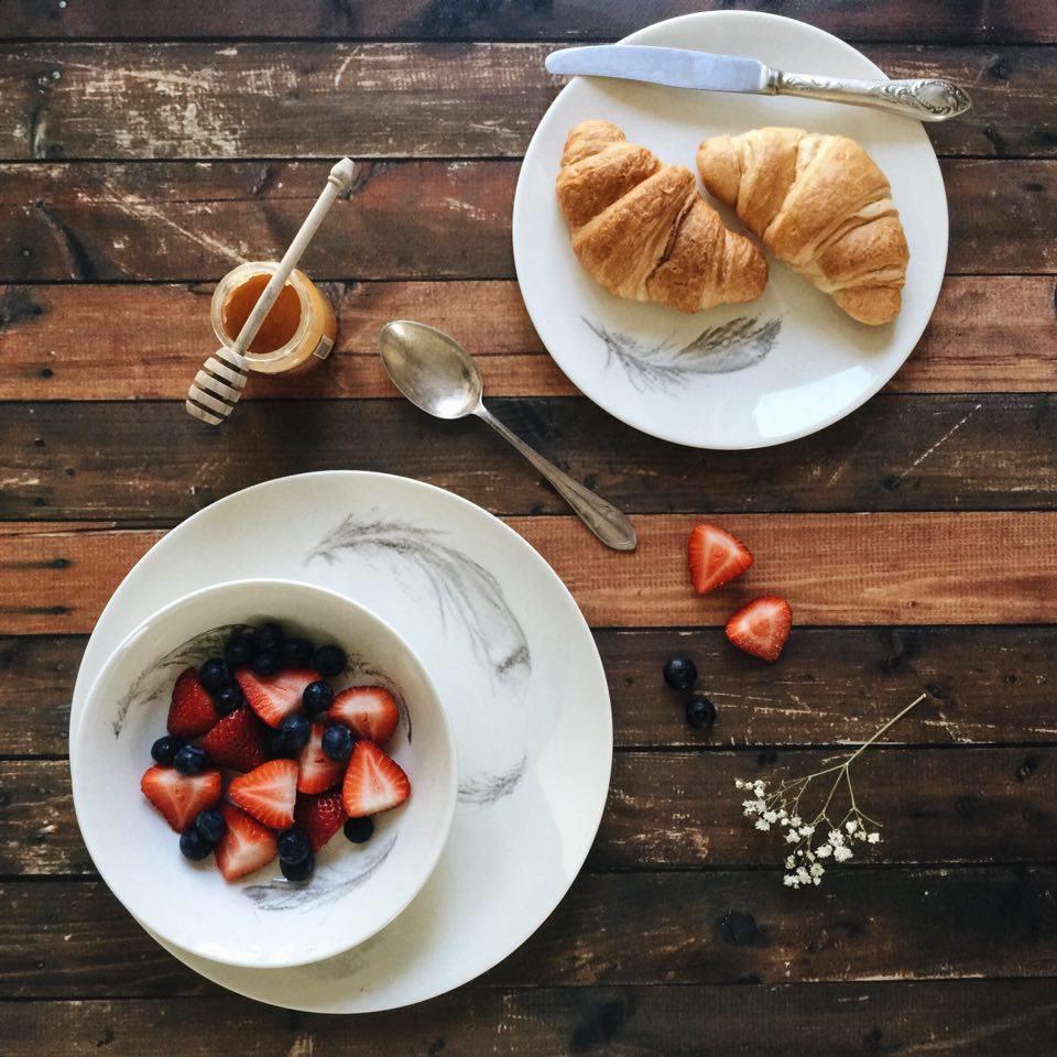 Monalogue_Plumes_breakfast centre.jpg