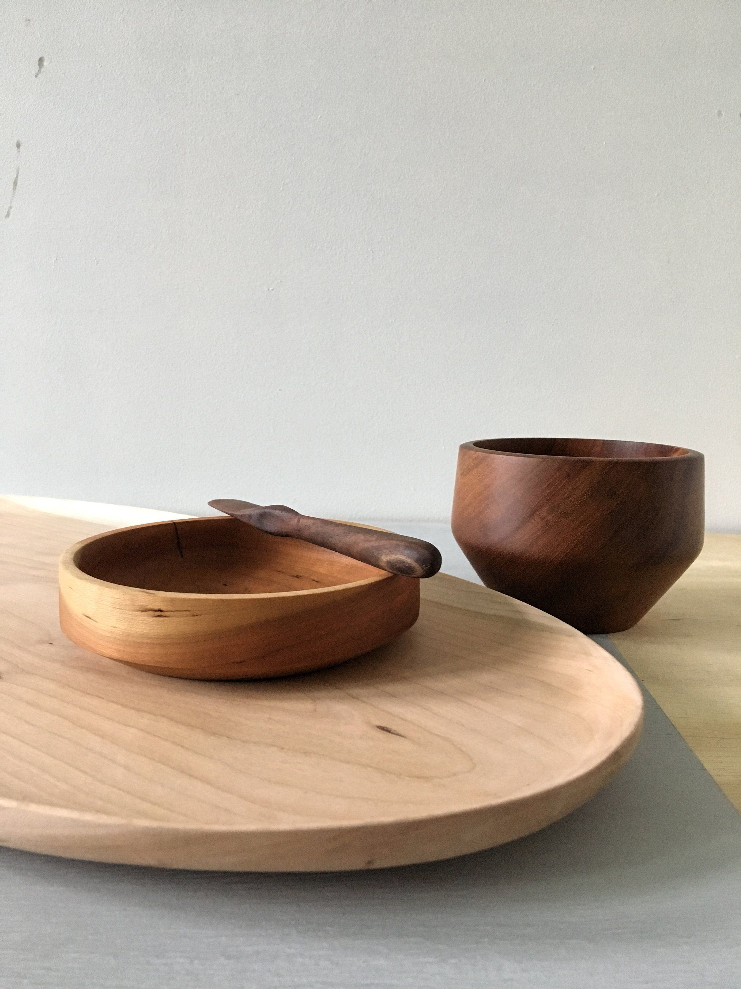 Carved tray with bowls and knife