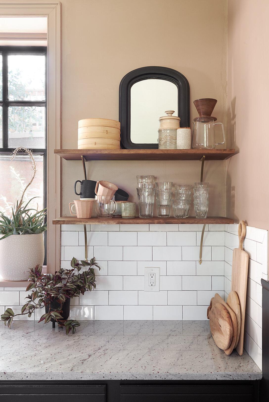kitchen_lowres_shelf.jpg
