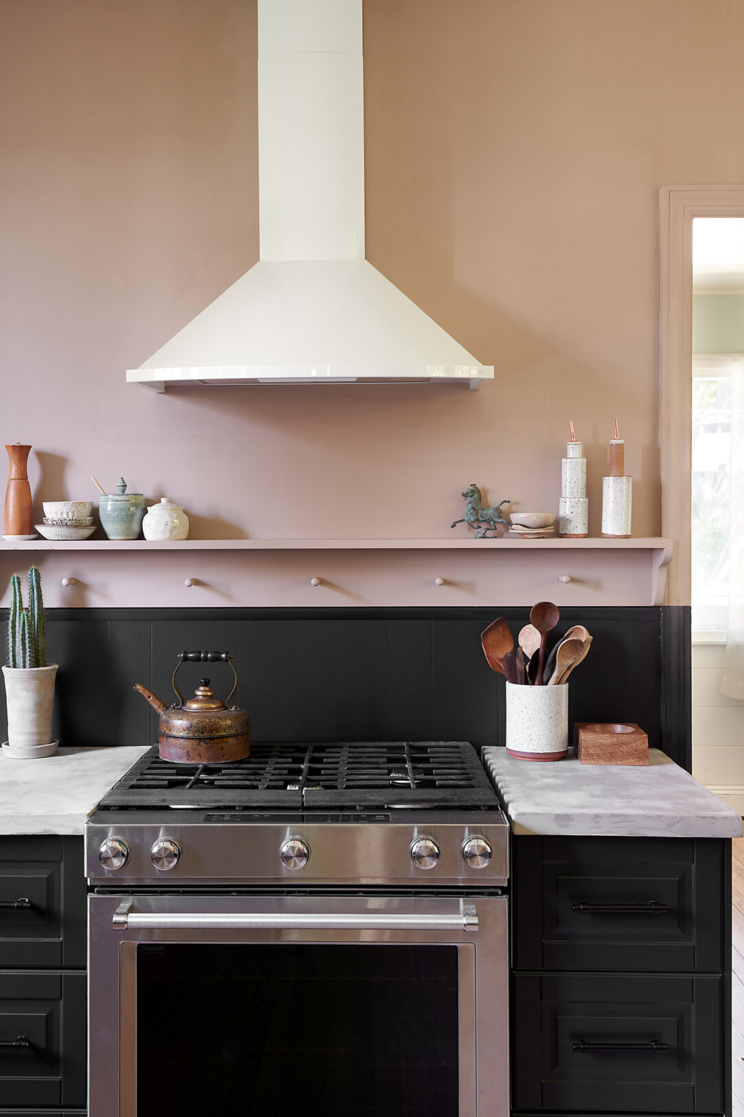 kitchen_lowres_stove_v2.jpg