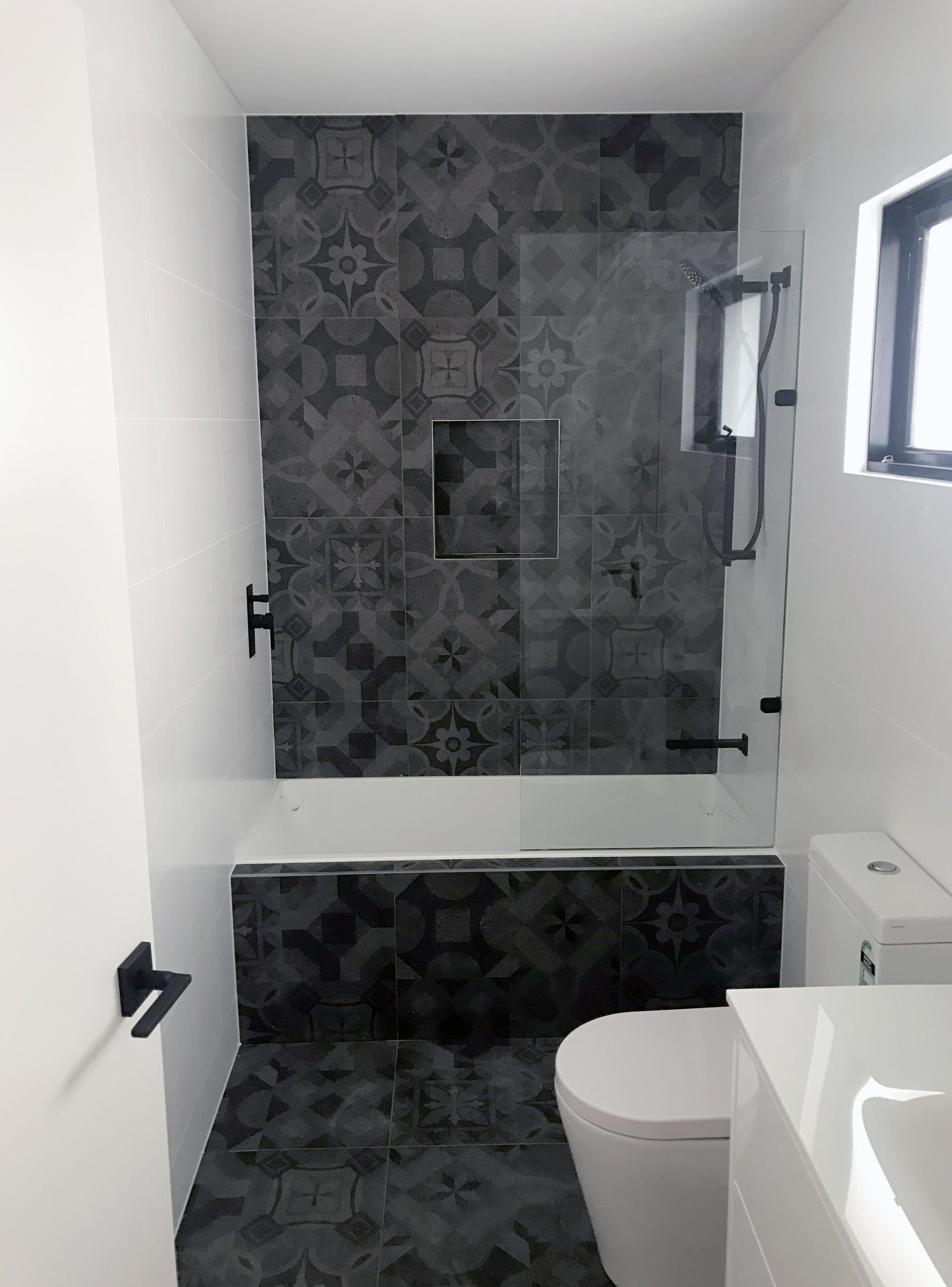 Heath-Ave-Bathroom.png