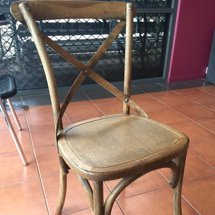 Oak Crossback Chair - A Simple and elgegant chair, suitable for a wide range of functions and events.