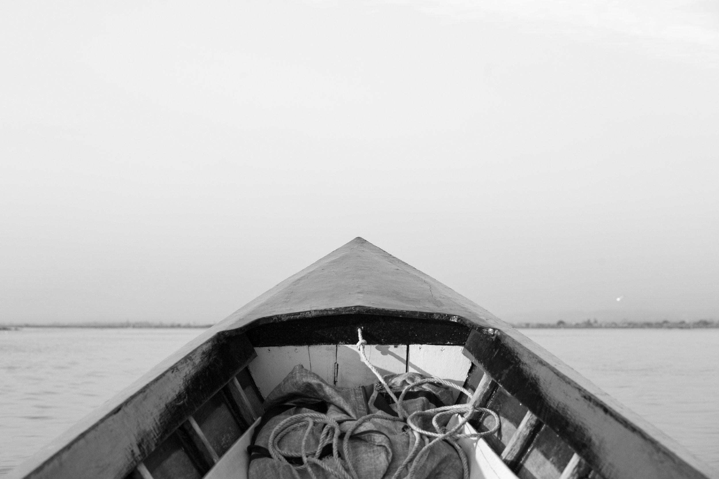 Boat Tip_Inle Lake_Mono_-2.jpg