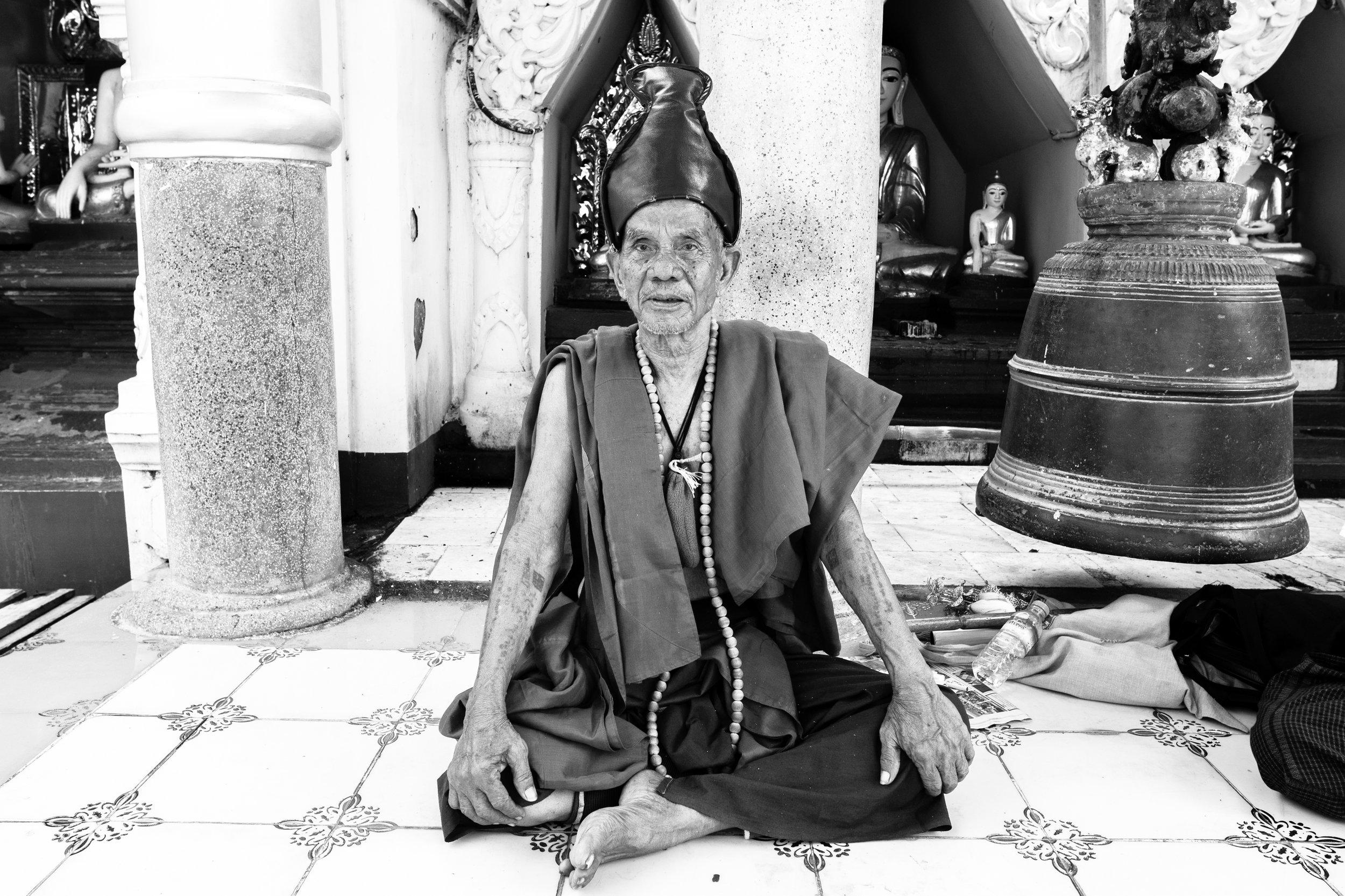 Monk_Yangon_Mono_-1.jpg