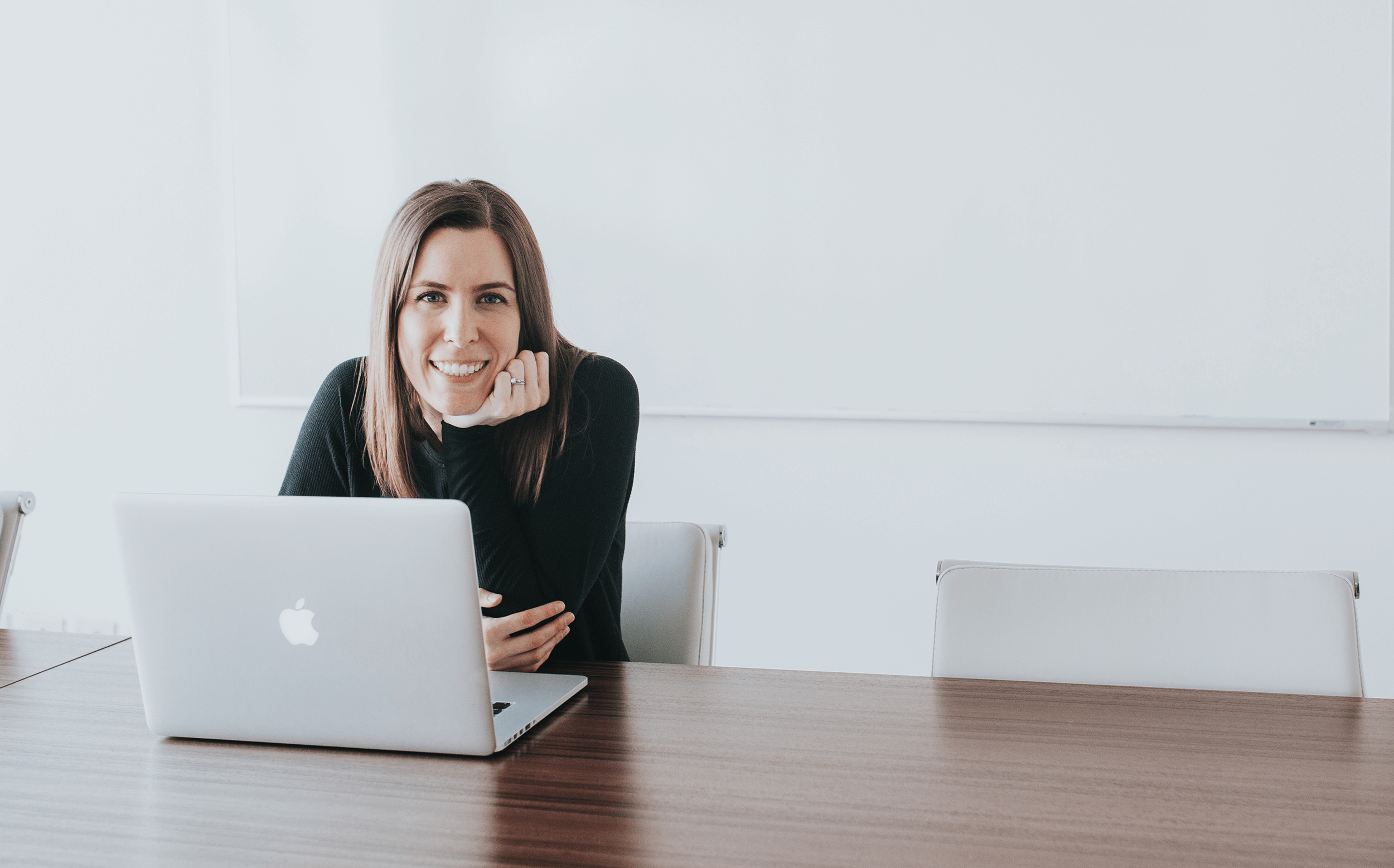 I'm Melinda Livsey and I work with graphic design grads who want to become successful freelancers, attract clients who value design, and make money. -
