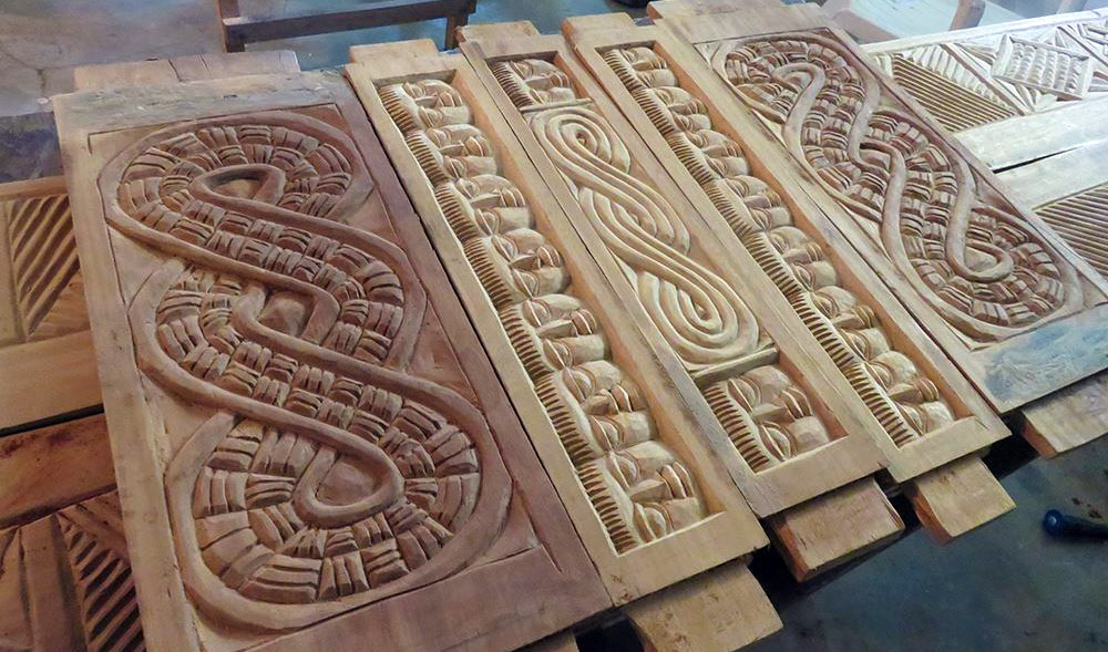 A view into the workshop, some carvings by the artist with typical motives. ©Stephen Hamilton