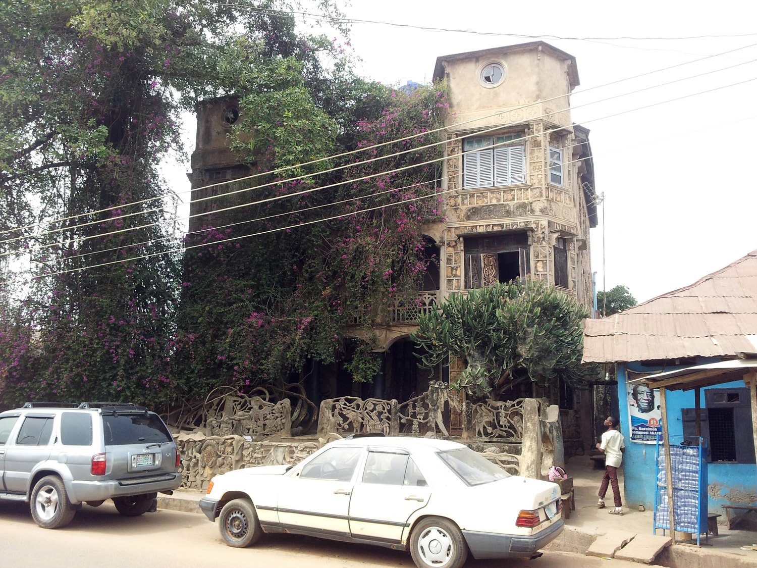 Ibokún Road 41A, Òṣogbo, 2015, the house where Susanne Wenger lived. A rare example of afro-brazilian architecture, influenced by thousands of returned slaves from the mid to the end of the 19th century, called the Aguda people in Nigeria.