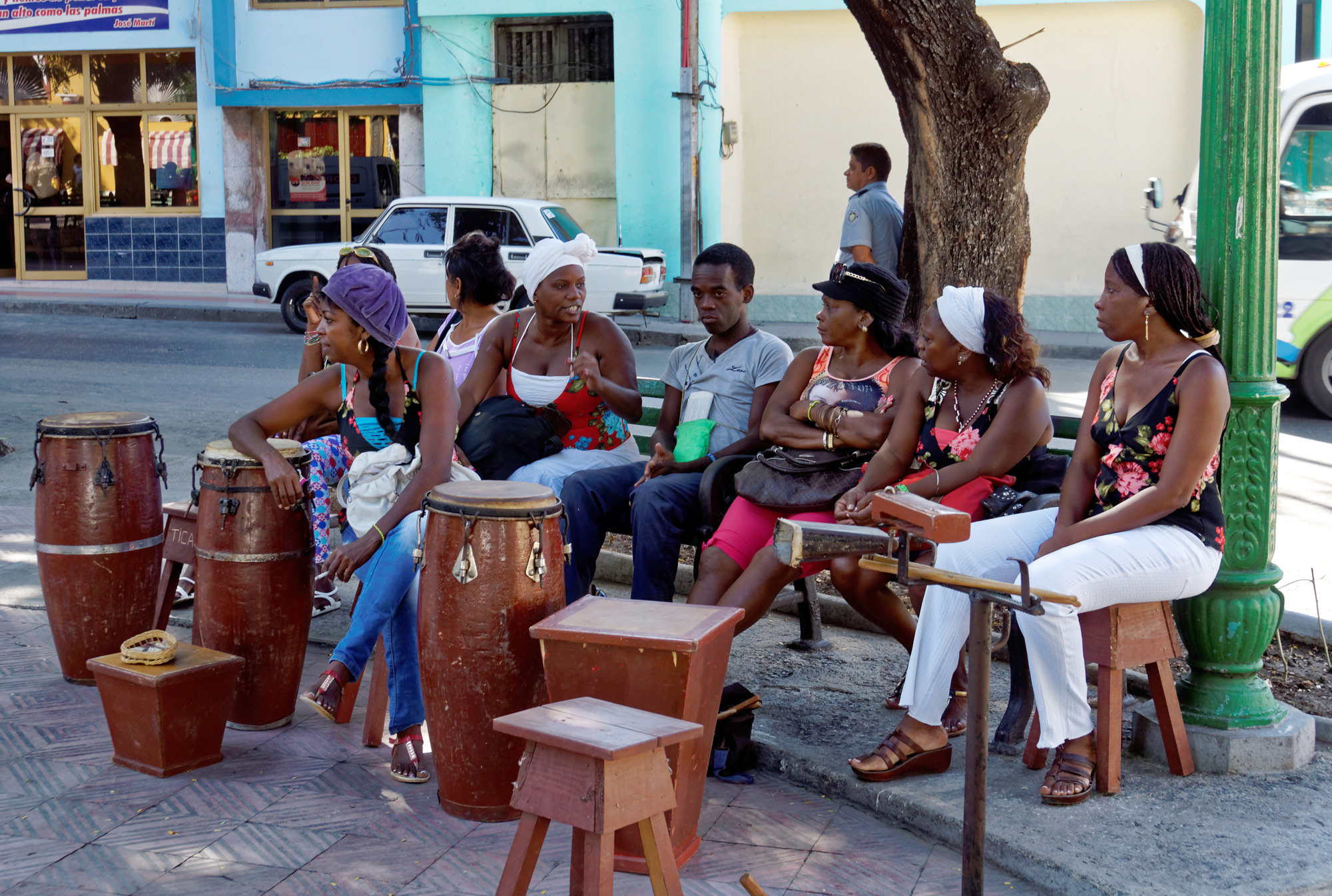 Cuban street scene of a folkloric rumba group. Photo:  Miguel Discart , CC  BY-SA 2.0