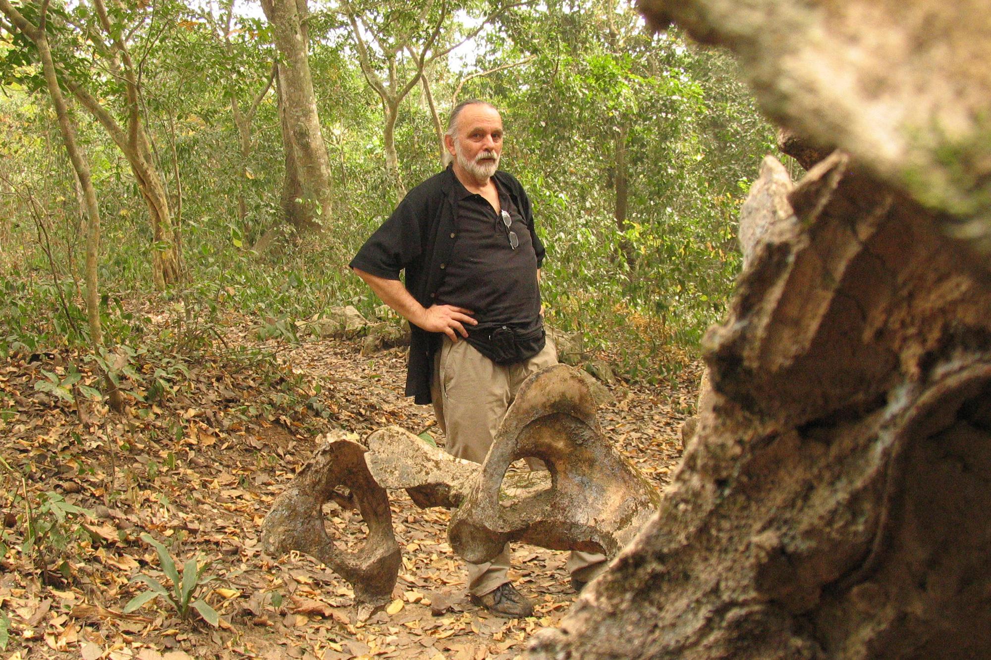 Prof. Wolfgang Denk in the Sacred Grove in Òṣogbo.©Wolfgang Denk