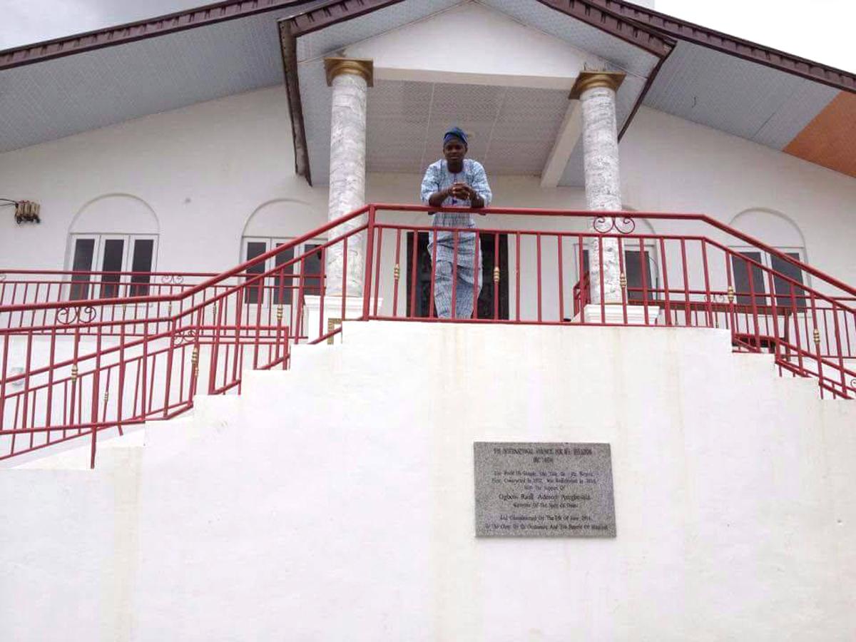 At the World Ifá Temple at Òkè Ìtasẹ̀ in the city of Ilé-Ifẹ̀. Ọrúnmìlà once was living on this hill, today it is the center for Ifá wisdom worldwide.©Ilé Àrìrà