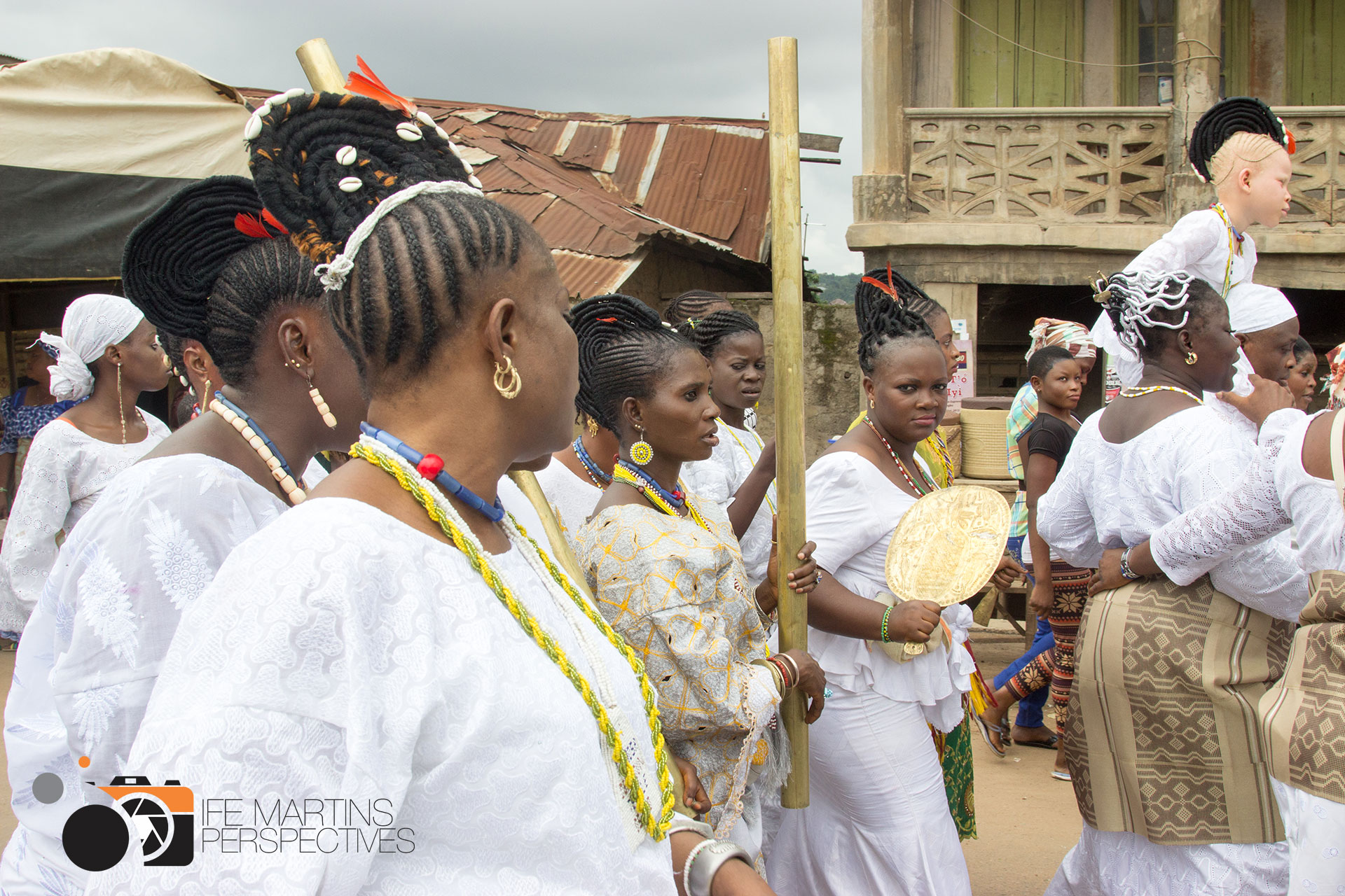 "The festival of Ọ̀ṣun in Òṣogbo in 2015, where Báyọ̀ was accompanied by photographer Ife Martins. Here some of the leading Ọ̀ṣun priestesses of the town, in the middle          96              Normal   0       21       false   false   false     DE   JA   X-NONE                                                                                                                                                                                                                                                                                                                                                                                                                                                                                                                                                                                                                                                                                                                                                                                                                                                                                 /* Style Definitions */ table.MsoNormalTable 	{mso-style-name:""Normale Tabelle""; 	mso-tstyle-rowband-size:0; 	mso-tstyle-colband-size:0; 	mso-style-noshow:yes; 	mso-style-priority:99; 	mso-style-parent:""""; 	mso-padding-alt:0cm 5.4pt 0cm 5.4pt; 	mso-para-margin:0cm; 	mso-para-margin-bottom:.0001pt; 	mso-pagination:widow-orphan; 	font-size:12.0pt; 	font-family:Calibri; 	mso-ascii-font-family:Calibri; 	mso-ascii-theme-font:minor-latin; 	mso-hansi-font-family:Calibri; 	mso-hansi-theme-font:minor-latin; 	mso-fareast-language:EN-US;}     Ọláyíwọlá Ọládùnní Ọlọ́ṣun  and          96              Normal   0       21       false   false   false     DE   JA   X-NONE                                                                                                                                                                                                                                                                                                                                                                                                                                                                                                                                                                                                                                                                                                                                                                                                                                                                                 /* Style Definitions */ table.MsoNormalTable 	{mso-style-name:""Normale Tabelle""; 	mso-tstyle-rowband-size:0; 	mso-tstyle-colband-size:0; 	mso-style-noshow:yes; 	mso-style-priority:99; 	mso-style-parent:""""; 	mso-padding-alt:0cm 5.4pt 0cm 5.4pt; 	mso-para-margin:0cm; 	mso-para-margin-bottom:.0001pt; 	mso-pagination:widow-orphan; 	font-size:12.0pt; 	font-family:Calibri; 	mso-ascii-font-family:Calibri; 	mso-ascii-theme-font:minor-latin; 	mso-hansi-font-family:Calibri; 	mso-hansi-theme-font:minor-latin; 	mso-fareast-language:EN-US;}     Ọ̀ṣunbùkọlá Ọlọ́ṣun Ẹlẹ́búìbọn . ©  Ife Martins"