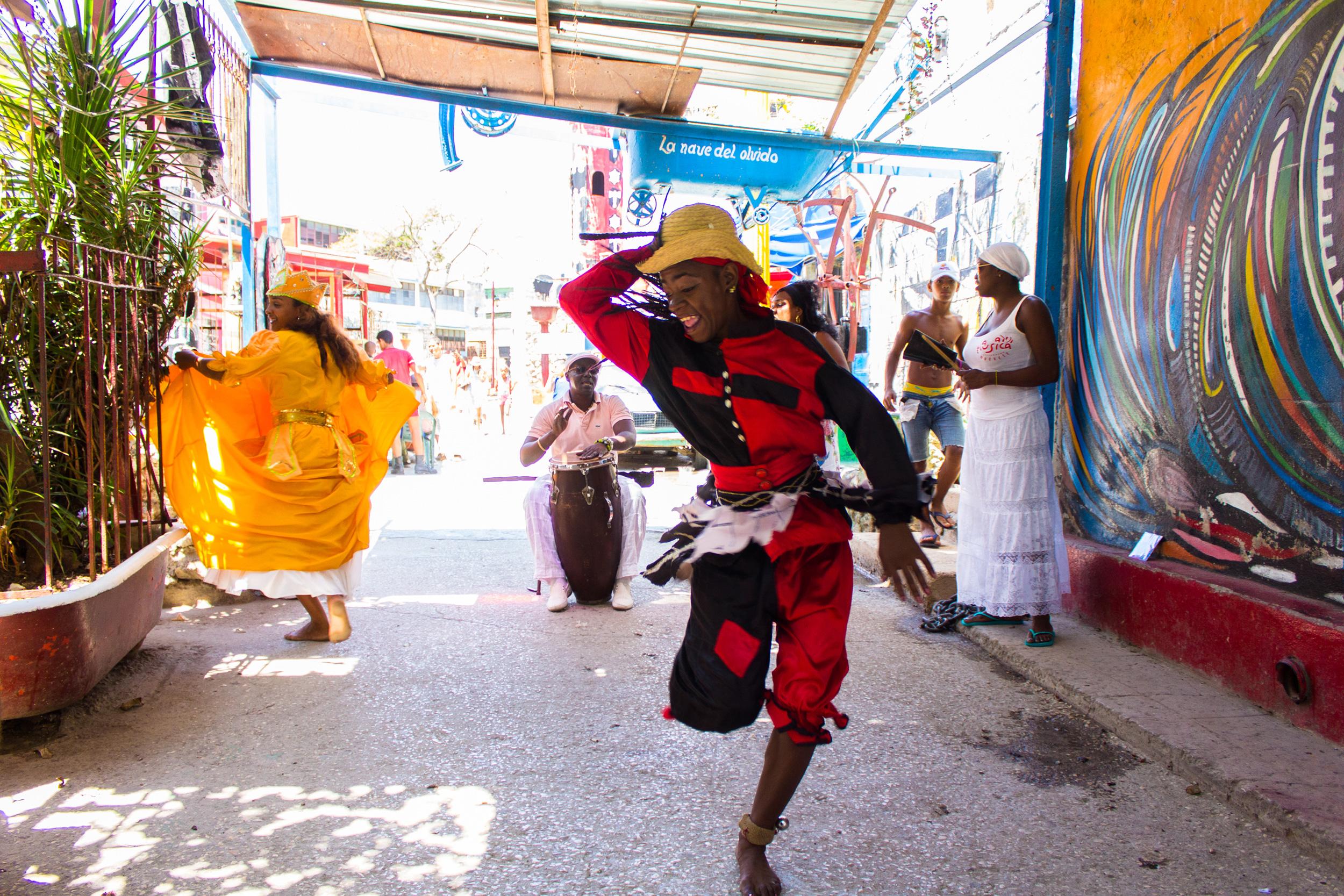 A folkloric Orisha dance performance for tourists in Havana, Cuba. Here at the front Echú-Elegguá (Yorùbá:Èṣù-Ẹlẹ́gbára), at the back in the yellow dress is Oricha Ochún (Yorùbá Ọ̀ṣun). Afro-Cuban culture is an important part of the tourism industry and very popular today.Photo  Marjon Melissen / CC BY-NC-ND 2.0