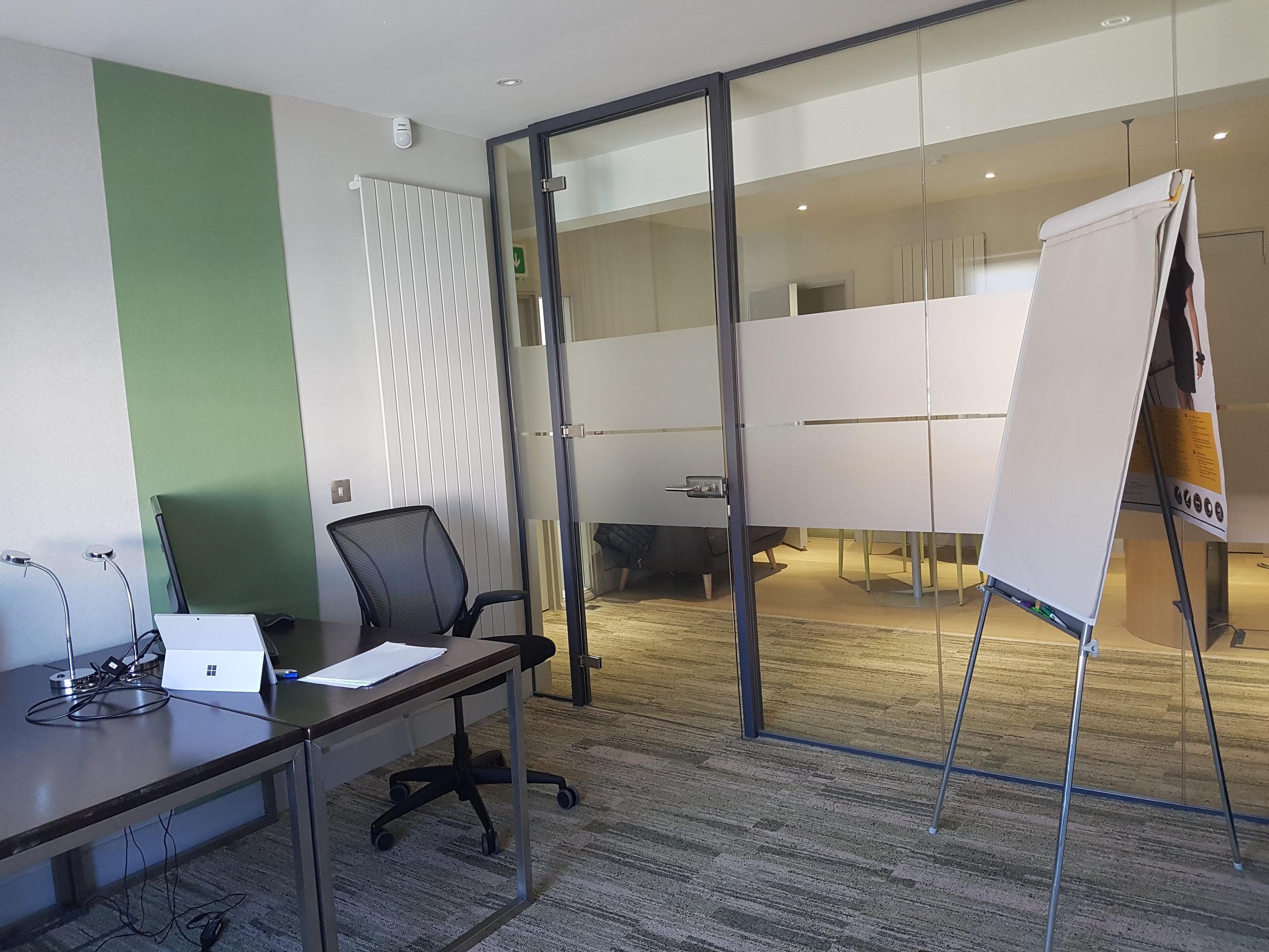 HeadOffice 3 Desk Office