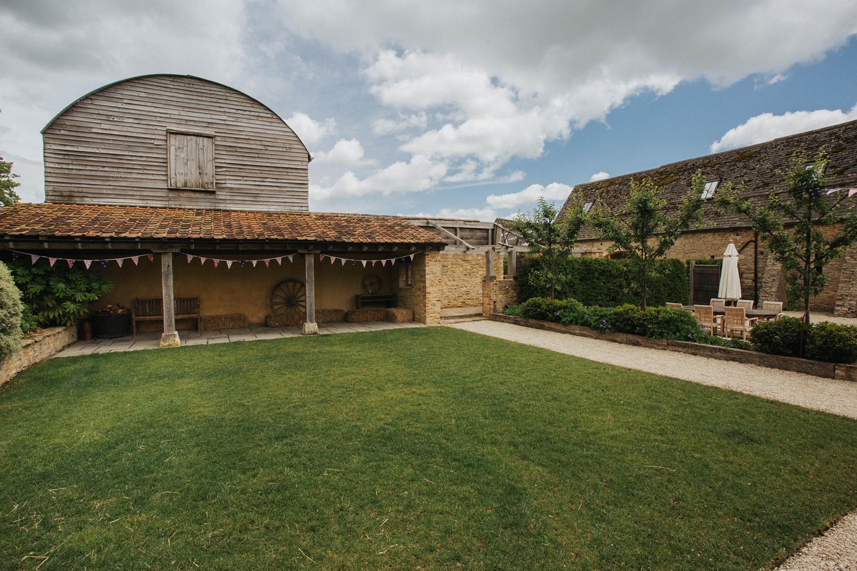 Oxleaze Barn Wedding0020.jpg