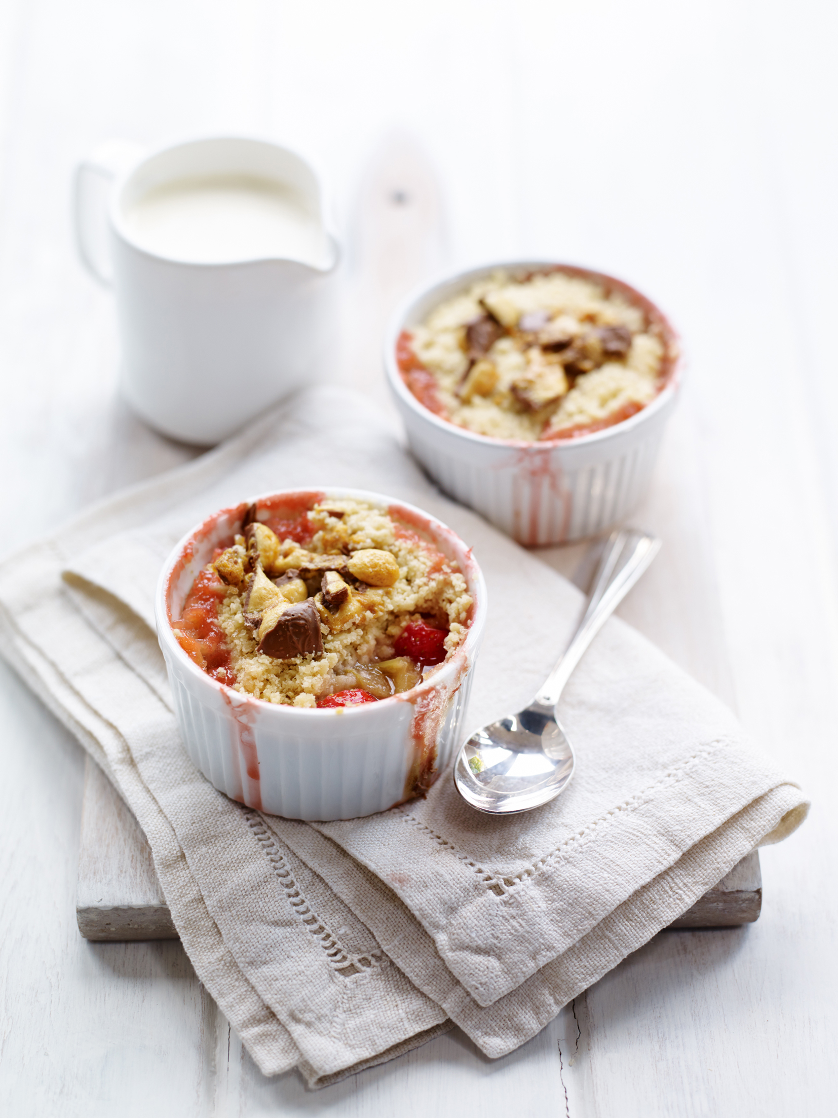 BerryWorld Strawberry and Rhubarb Crumble - Roughly chopped fruit with a dash of ginger wine and a crunchy bar crumble topping! This pudd is a great way to warm up on a chilly night.