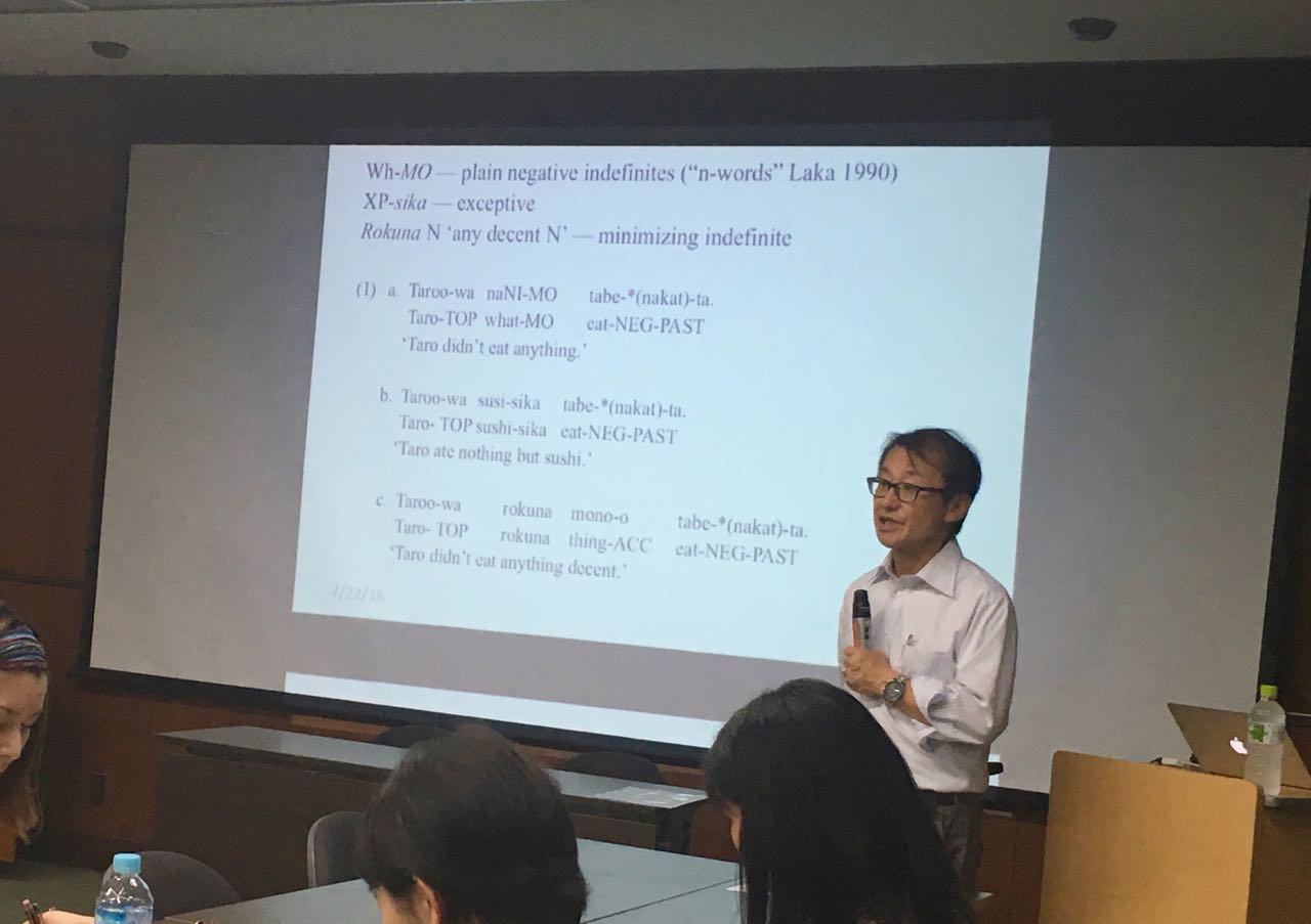 Shigeru Miyagawa delivering a linguistics lecture, Osaka University, July, 2016