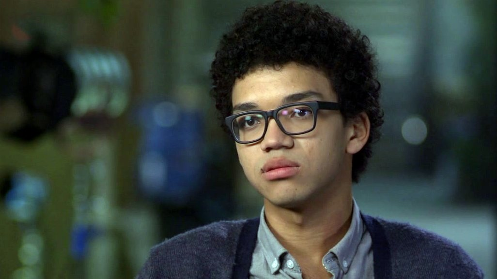 video-paper-towns-justice-smith-on-what-he-likes-about-john-greens-wri-superJumbo.jpg
