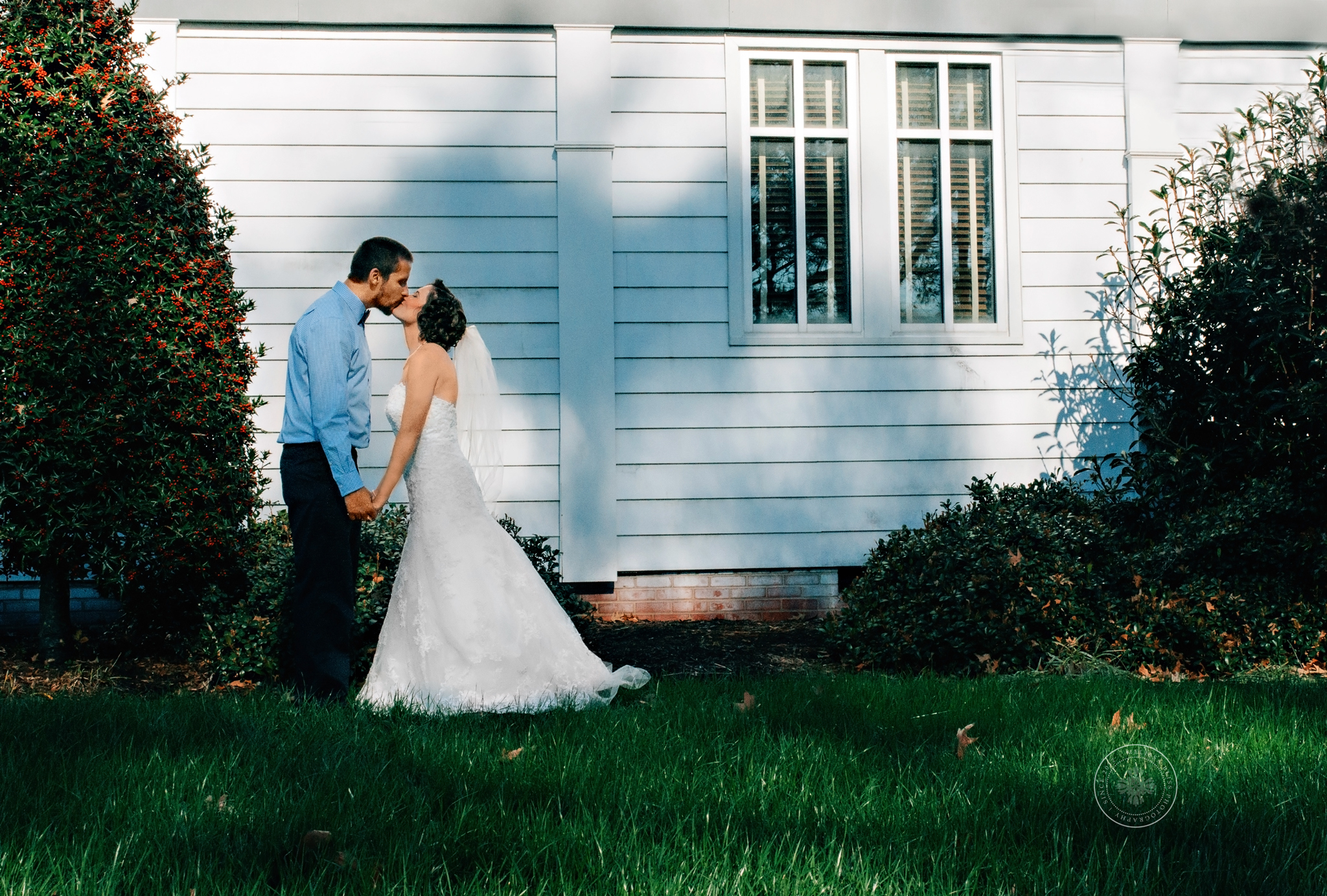 melissa-bliss-photography-virginia-beach-small-wedding-sweetwater-cuisine-catering-real-weddings