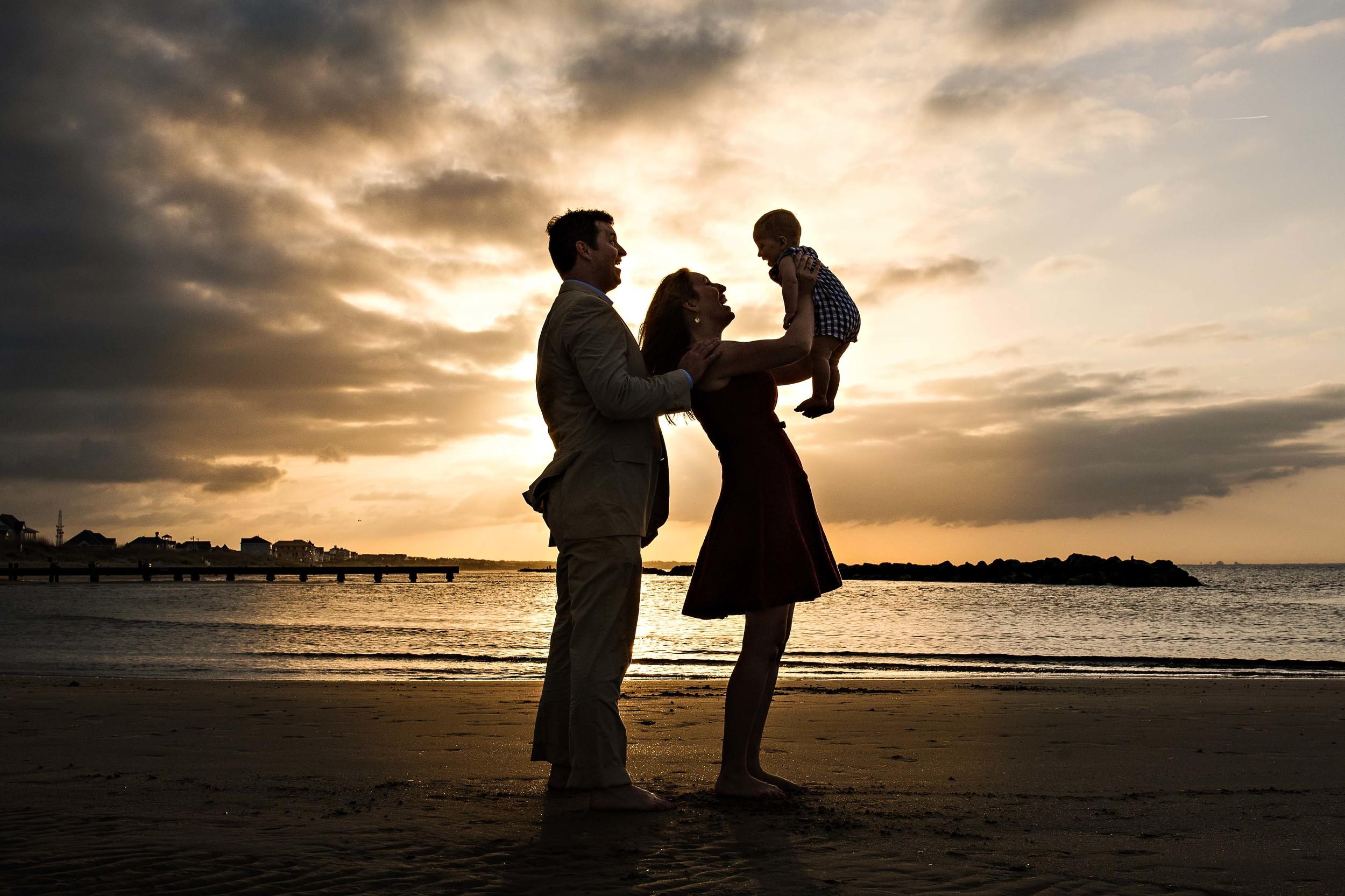 family-silhouette-on-the-beach-melissa-bliss-photography-virginia-beach-sandbridge-norfolk-chesapeake-photographers