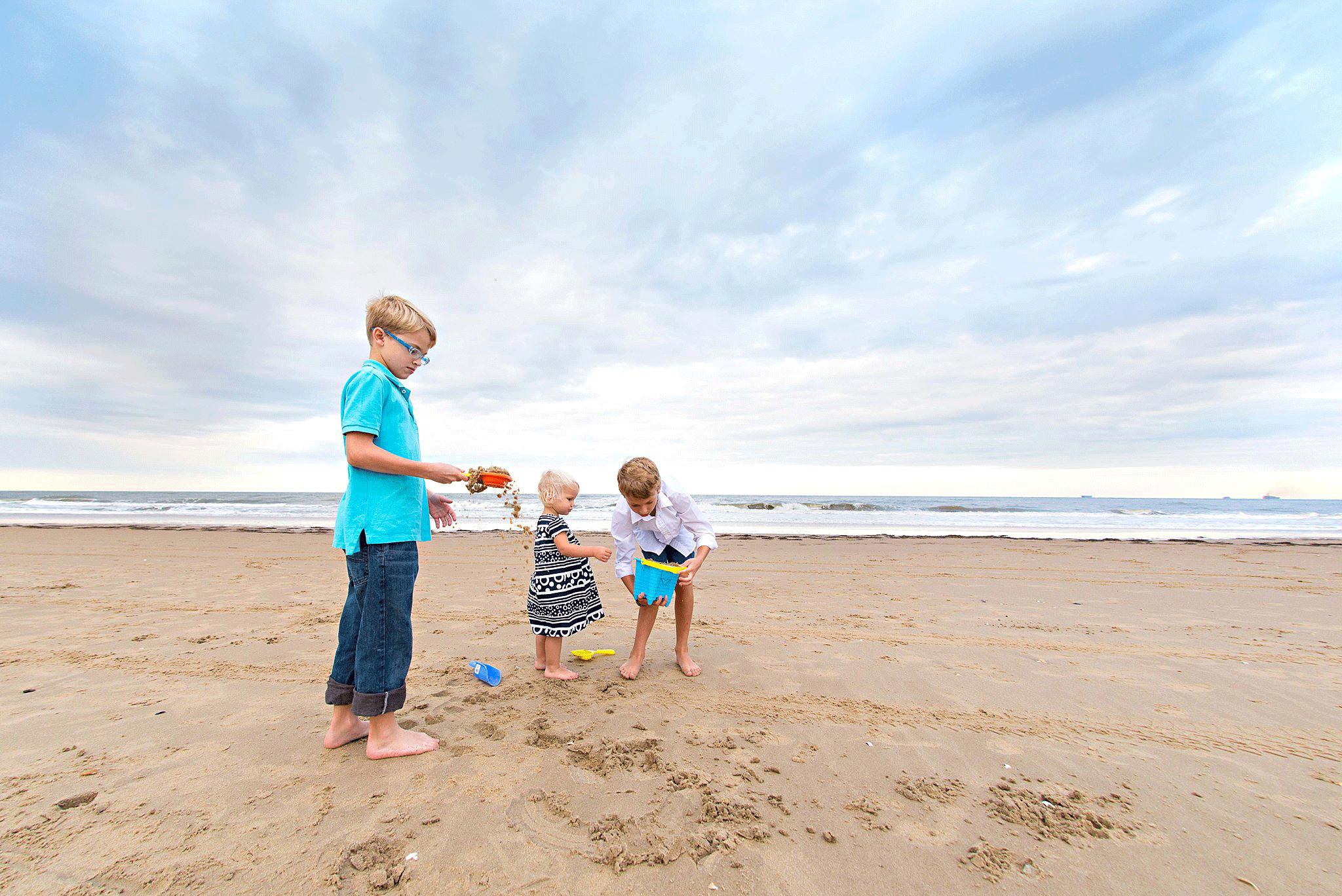 child-and-family-lifestyle-photographers-virginia-beach-sandbridge-beach-photos-family-portraits.png
