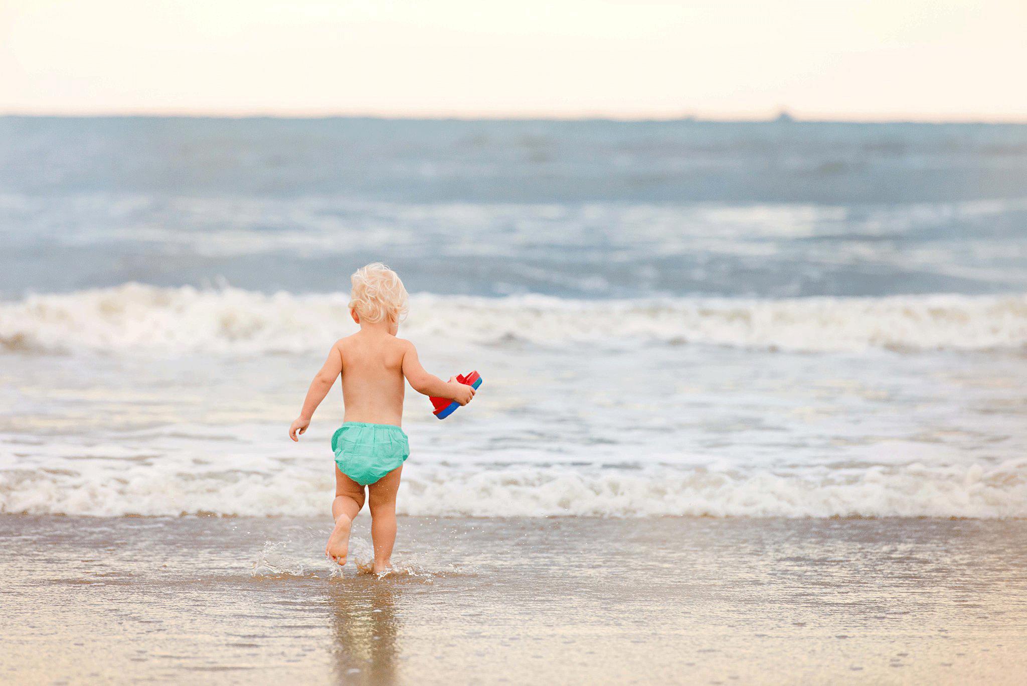 toddler-on-the-beach-virginia-beach-lifestyle-photography-sandbridge-photographers-melissa-bliss-photography-family-photos.png