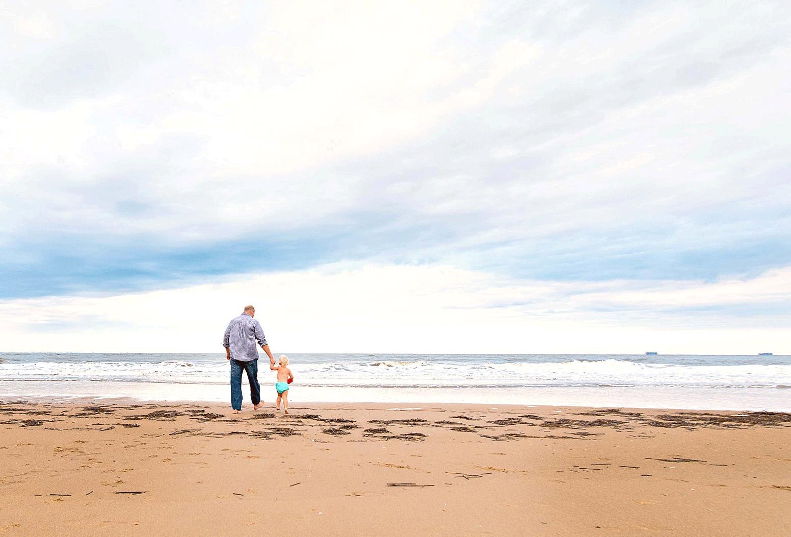 virginia-beach-family-photographers-father-and-young-girl-on-the-beach-melissa-bliss-photography-sandbridge-beach-photographerfs.png