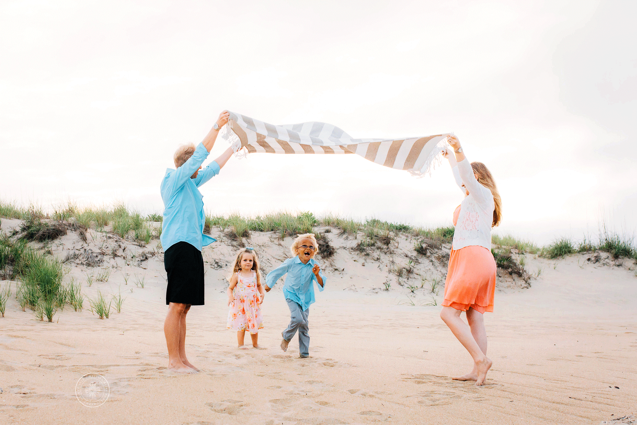 virginia-beach-family-photographers-lifestyle-beach-family-session-melissa-bliss-photography-sandbridge-chesapeake-norfolk-va-beach.png