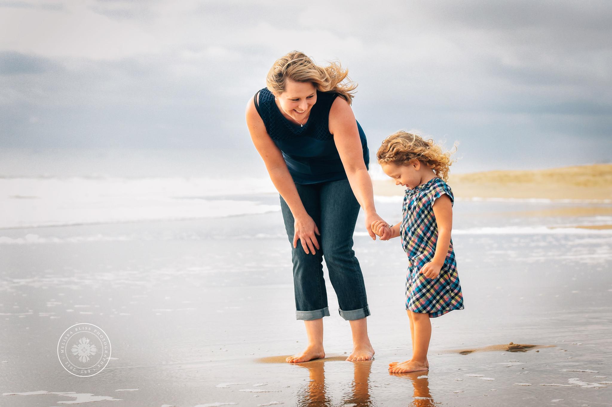 virginia-beach-lifestyle-photographers-melissa-bliss-photography-candid-fun-family-photos-norfolk-chesapeake-suffolk