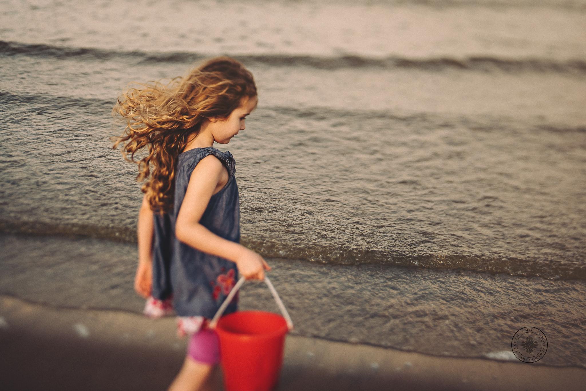 virginia-beach-lifestyle-photographer-beach-photos-norfolk--girl-collecting-seashells-melissa-bliss-photography
