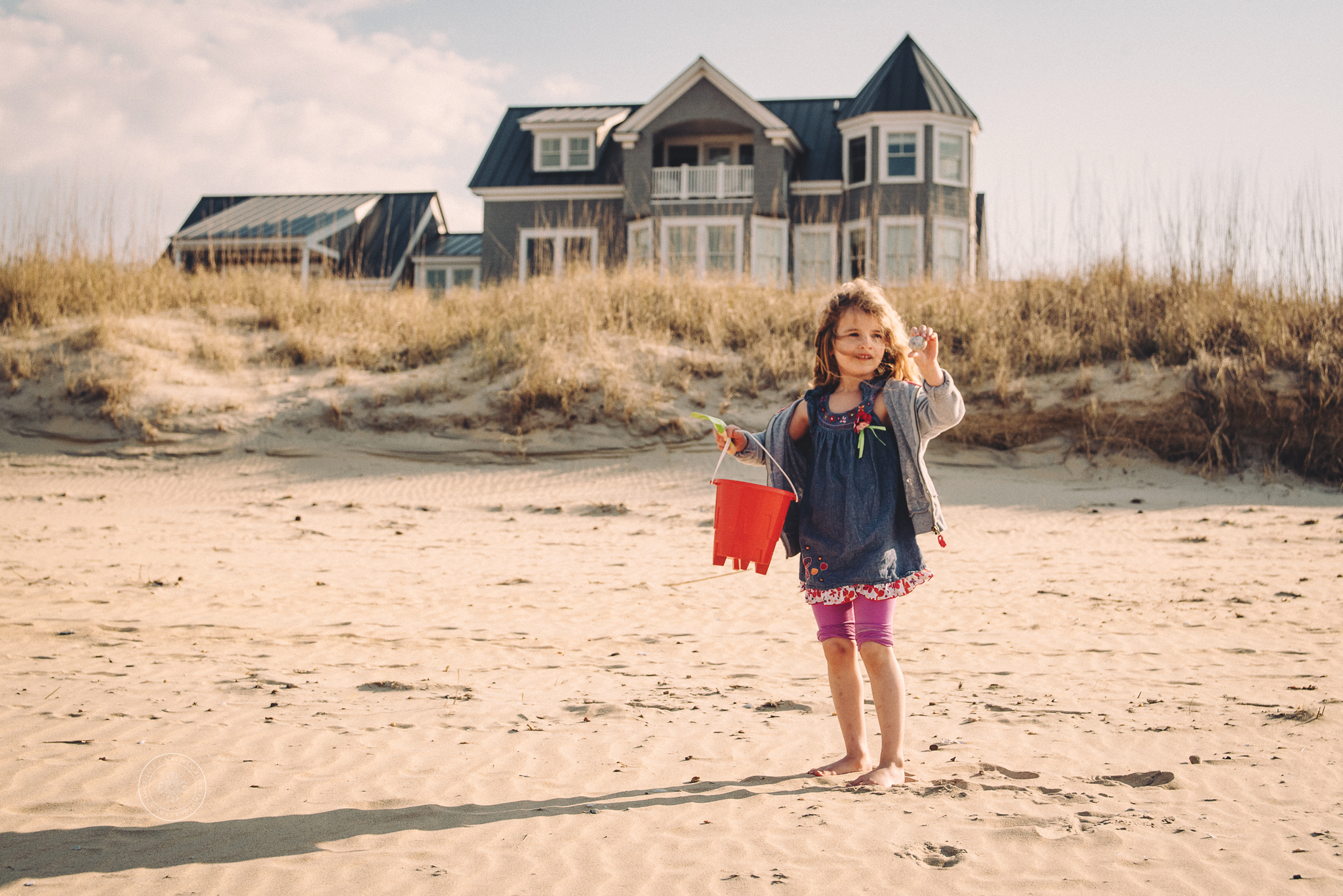 norfolk-lifestyle-photographers-melissa-bliss-photography-beach-session-girl-with-sand-pail