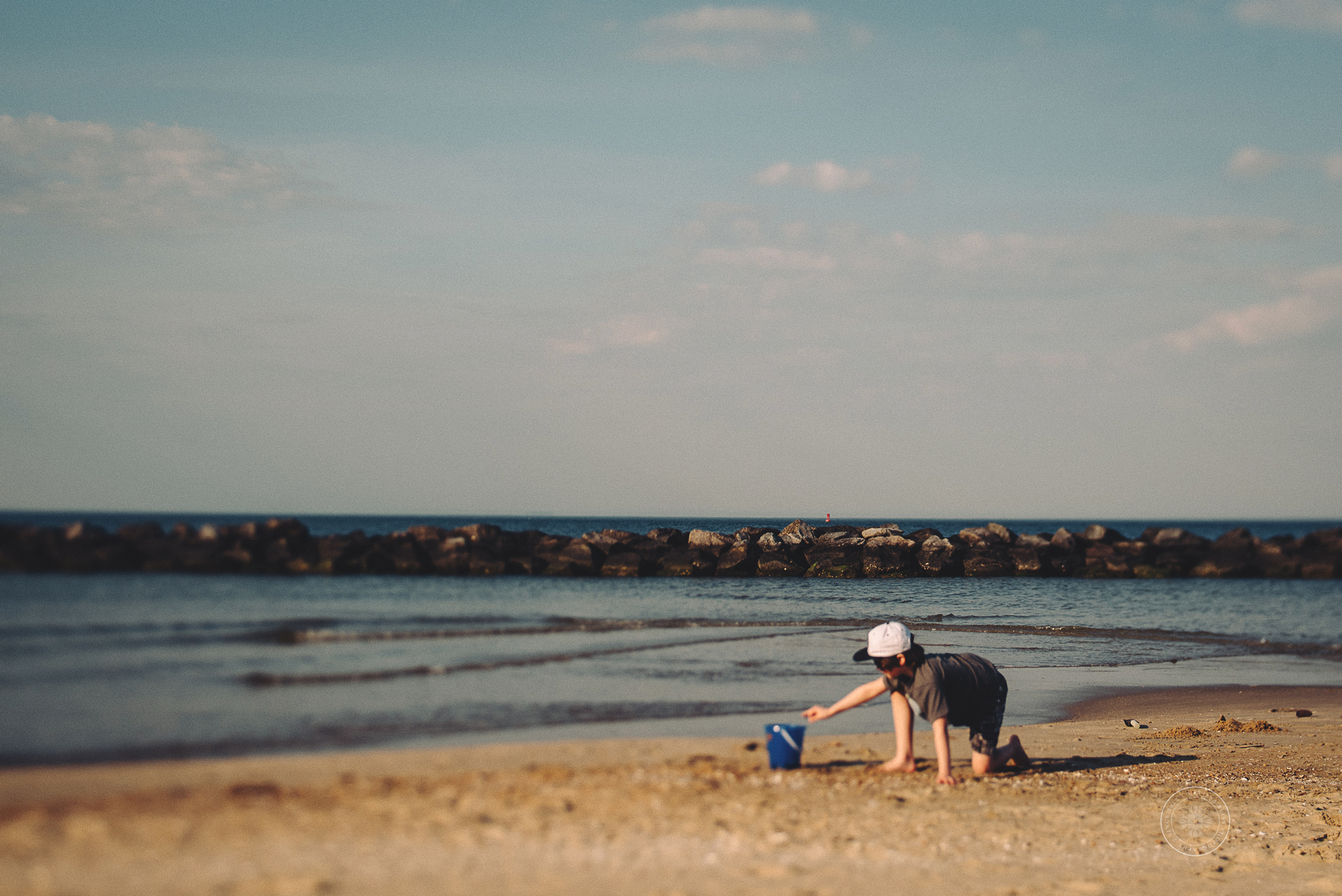 melissa-bliss-photography-virginia-beach-boy-playing-in-sand