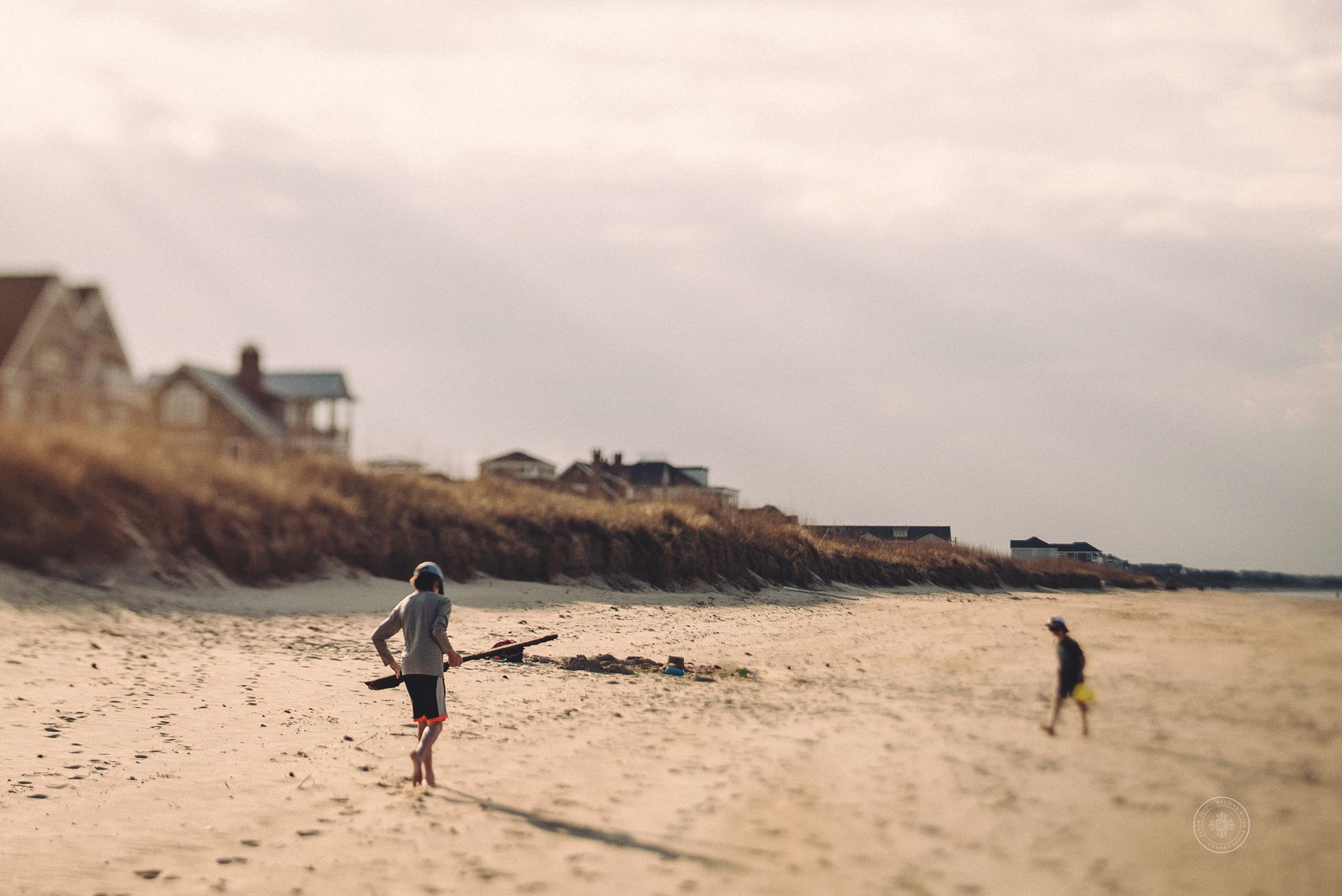 melissa-bliss-photography-best-beach-photographer-virginia-beach-documentary-photos-boys-on-beach