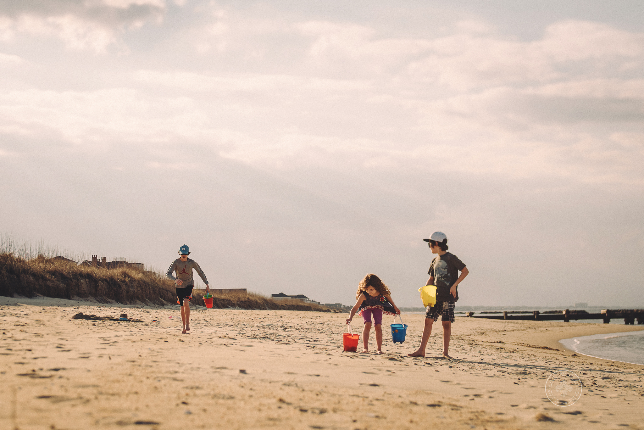 day-at-the-beach-kids-playing-in-sand-melissa-bliss-photography-documentary-photographers