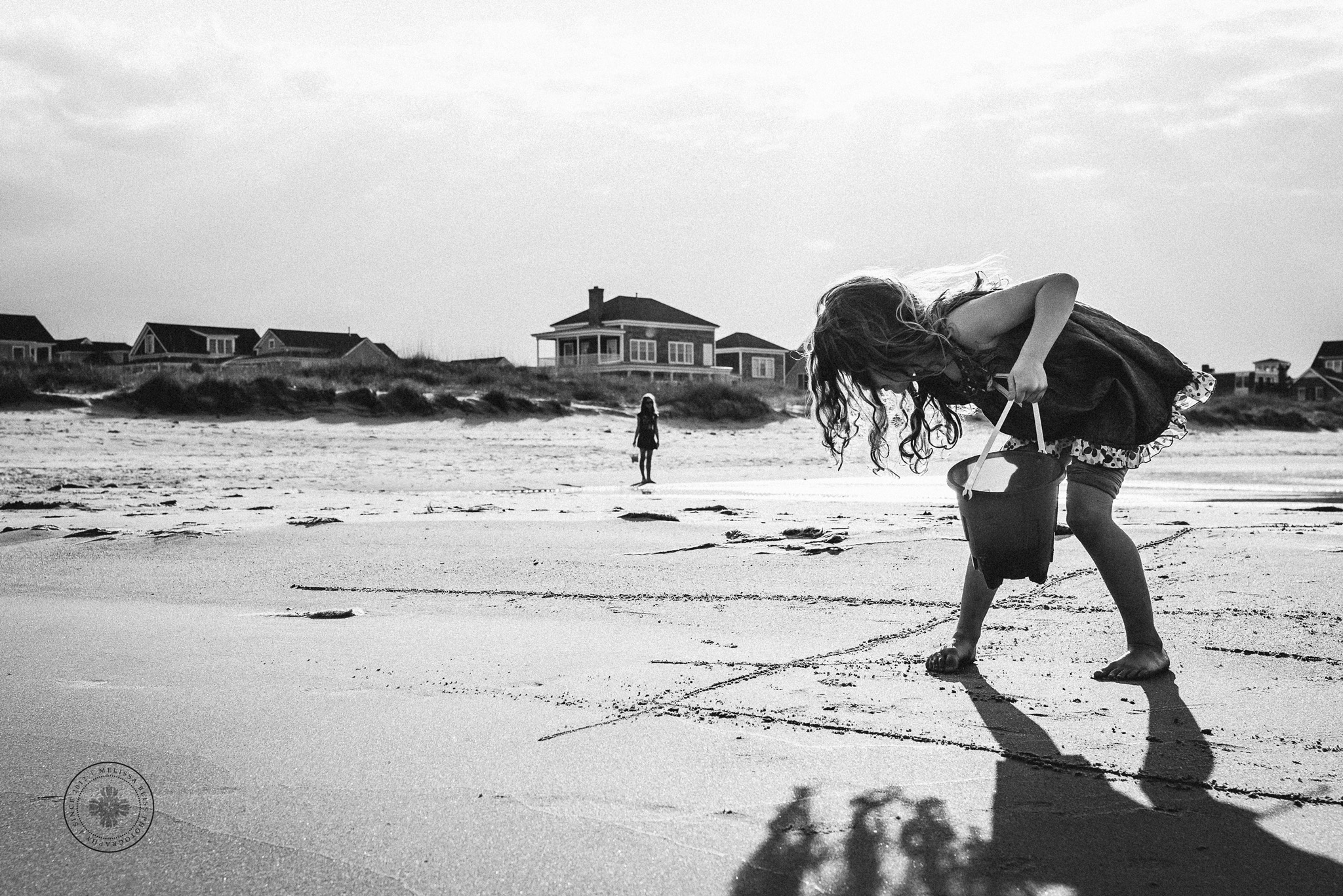 melissa-bliss-photography-sandbridge-award-winning-photographers-black-and-white-girl-playing-in-sand