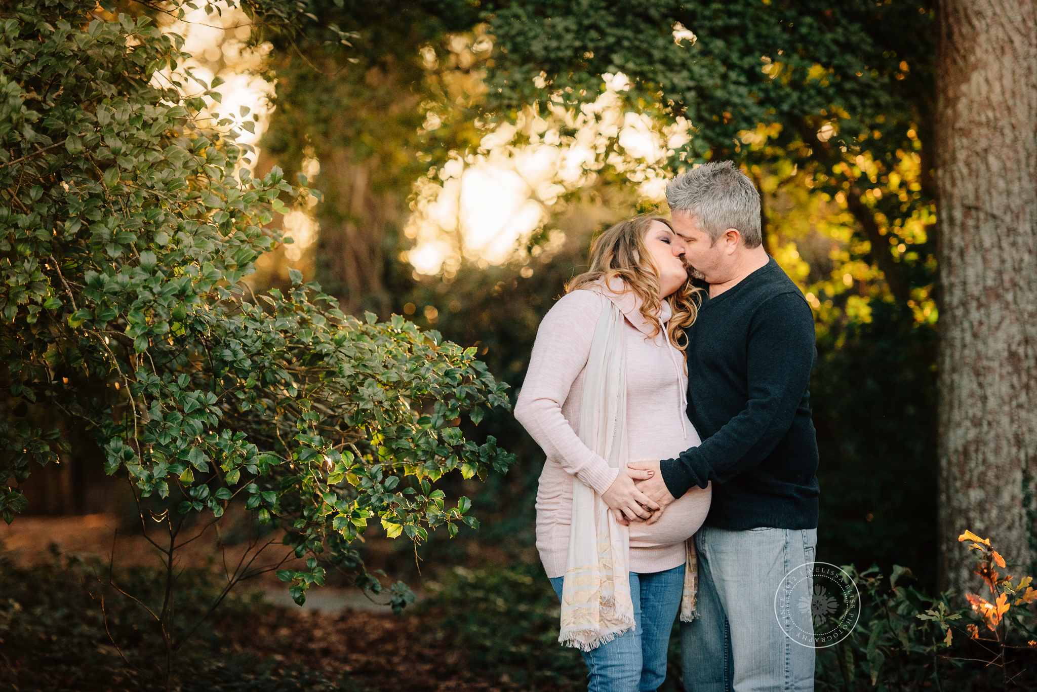 norfolk-maternity-session-pregnant-couple-in-golden-light-at-hermitage-museum-norfolk-va