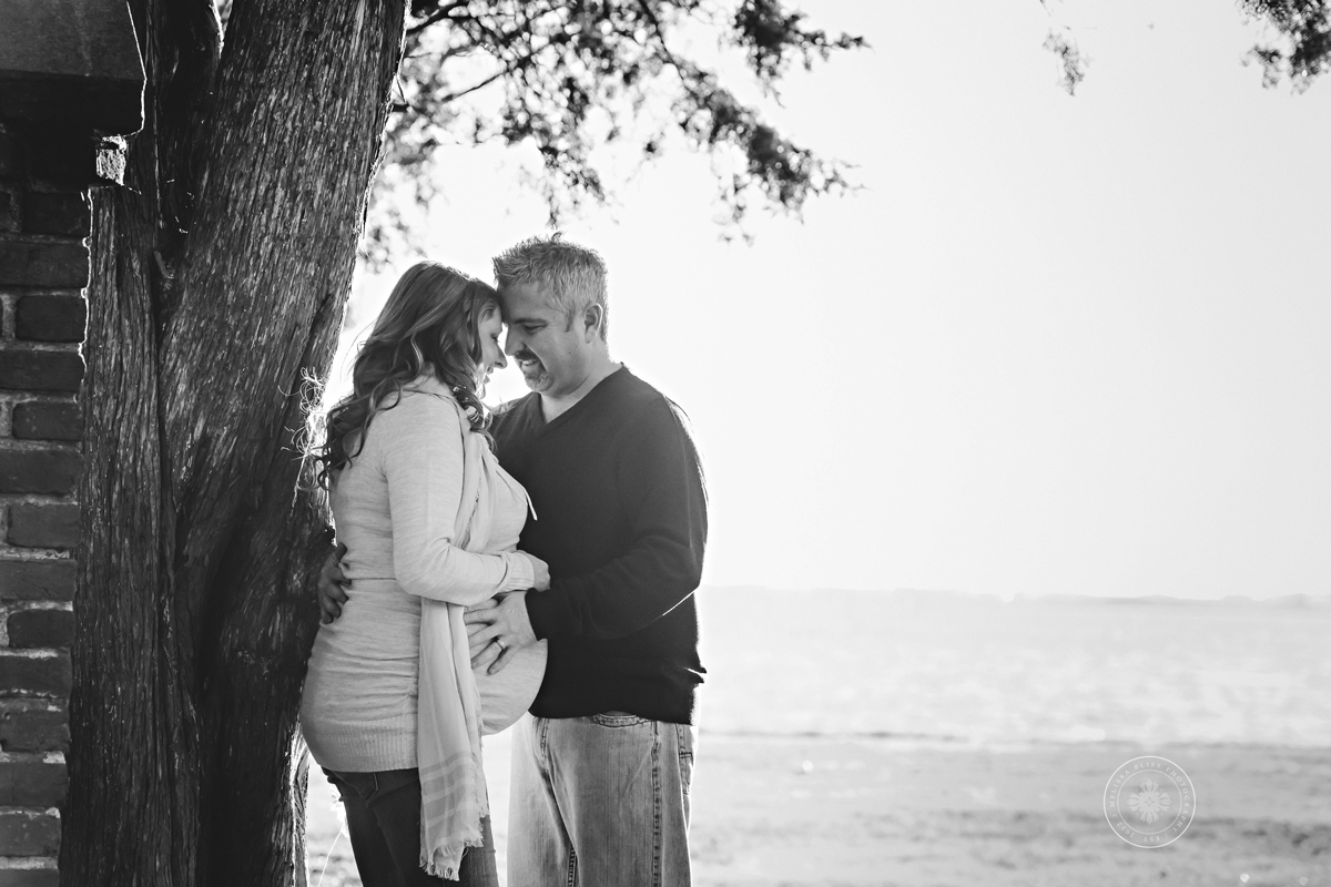 maternity-portraits-norfolk-photographers-melissa-bliss-photography-riverfront-photo-session-maternity-pics