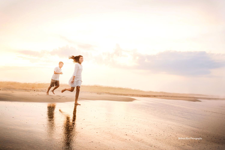 beautiful-virginia-beach-sunset-family-pictures-melissa-bliss-photography-norfolk-family-photographers.jpg