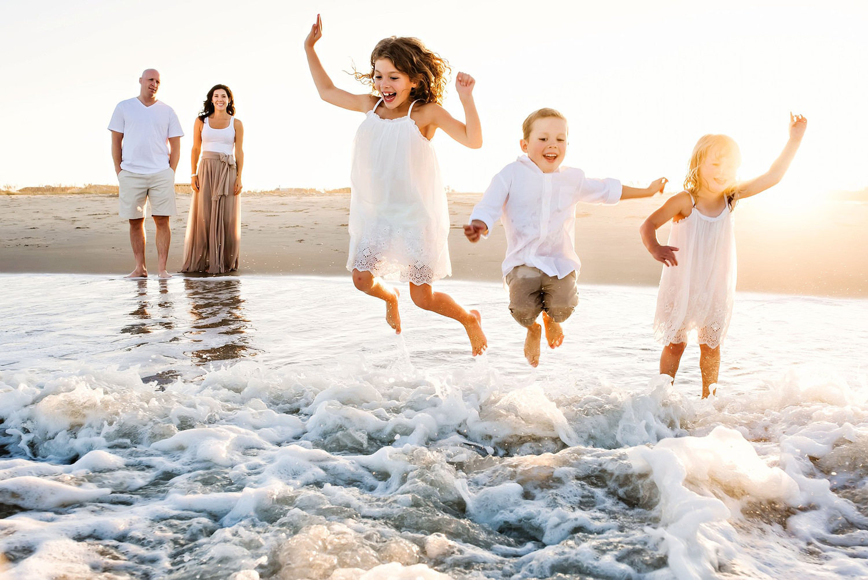 family-at-virginia-beach-international-award-winning-family-photographer-melissa-bliss-photography.jpg