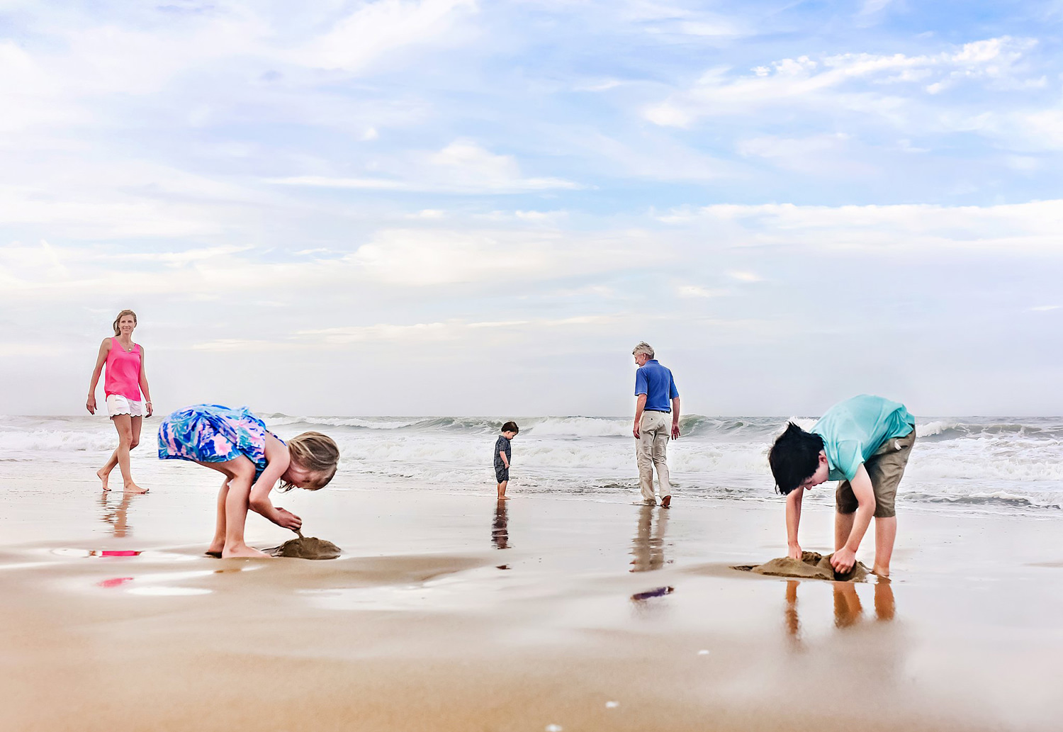 creative-family-beach-picture-virginia-beach-photographer-melissa-bliss-photography.jpg