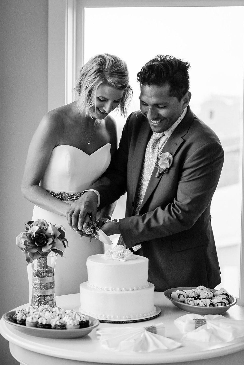 bride-groom-cut-cake-blue-horizon-wedding-virginia-beach-photographer-melissa-bliss-photography.jpg