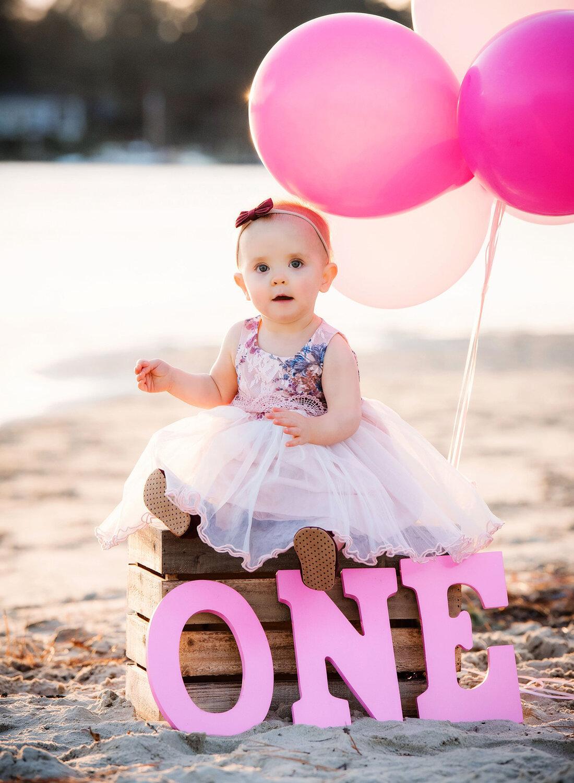 one-year-old-on-beach-pink-balloons-melissa-bliss-photography-child-photoshoot-va.jpg